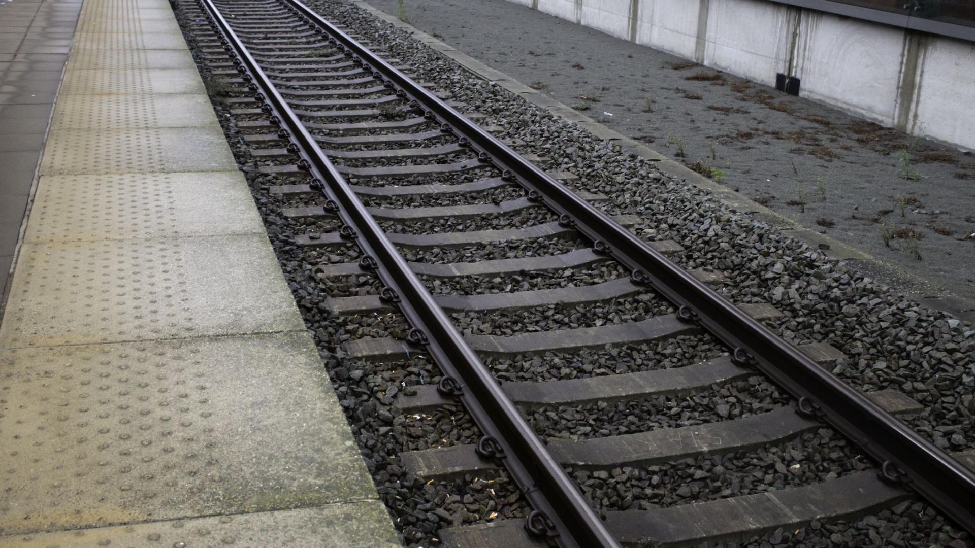 Homem morto fica sentado em trem durante cinco horas