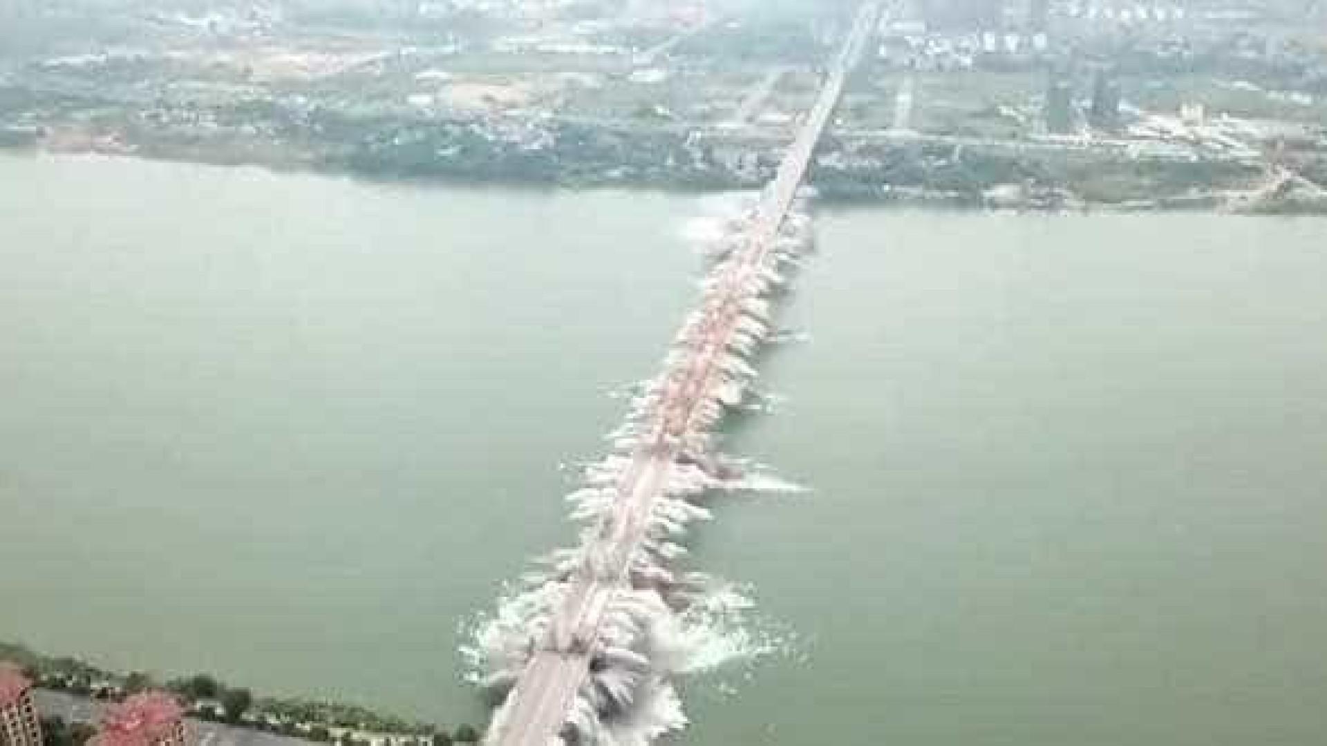 Ponte 1500 metros na China é demolida em segundos