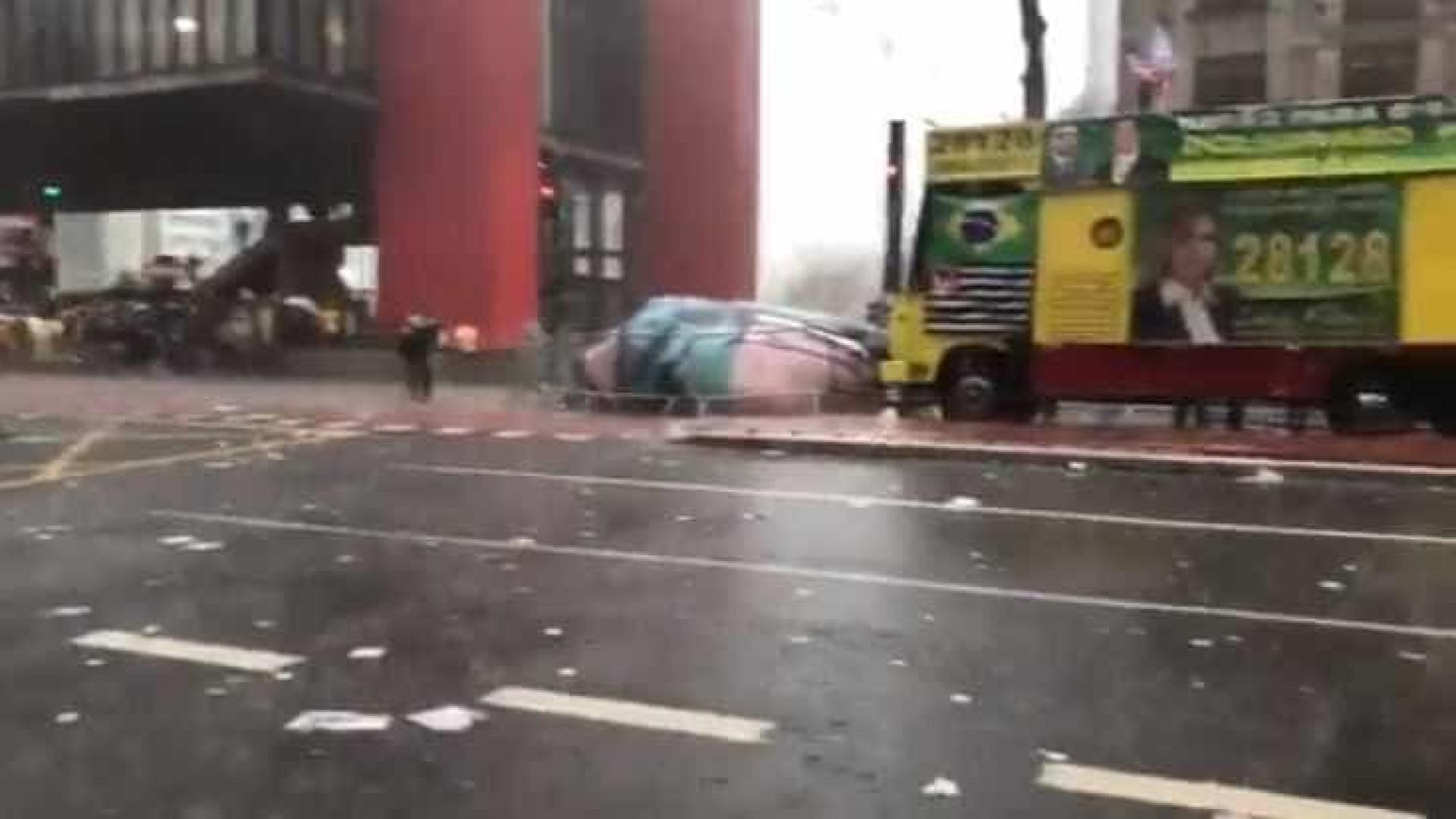 Chuva acaba com ato pró-Bolsonaro em São Paulo