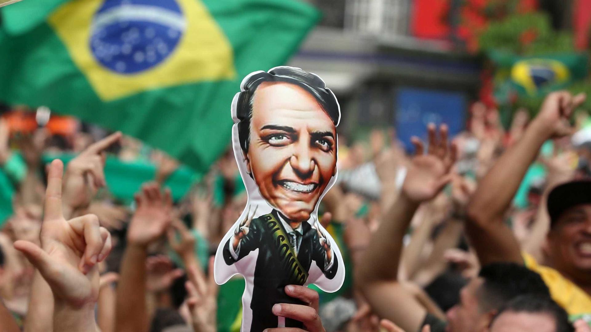No exterior, Bolsonaro venceria no primeiro turno