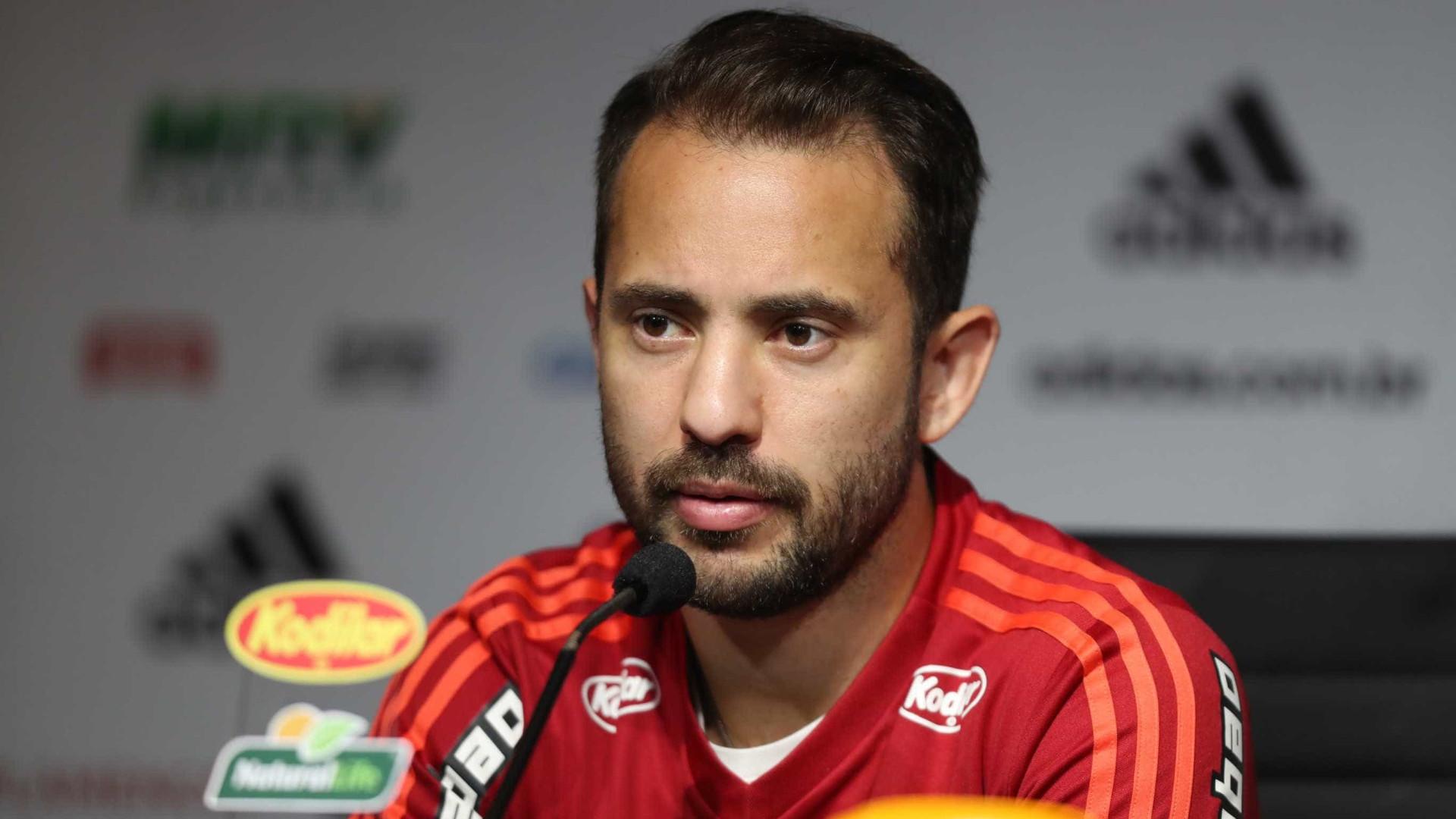 Everton Ribeiro renova contrato com Flamengo até o final de 2023