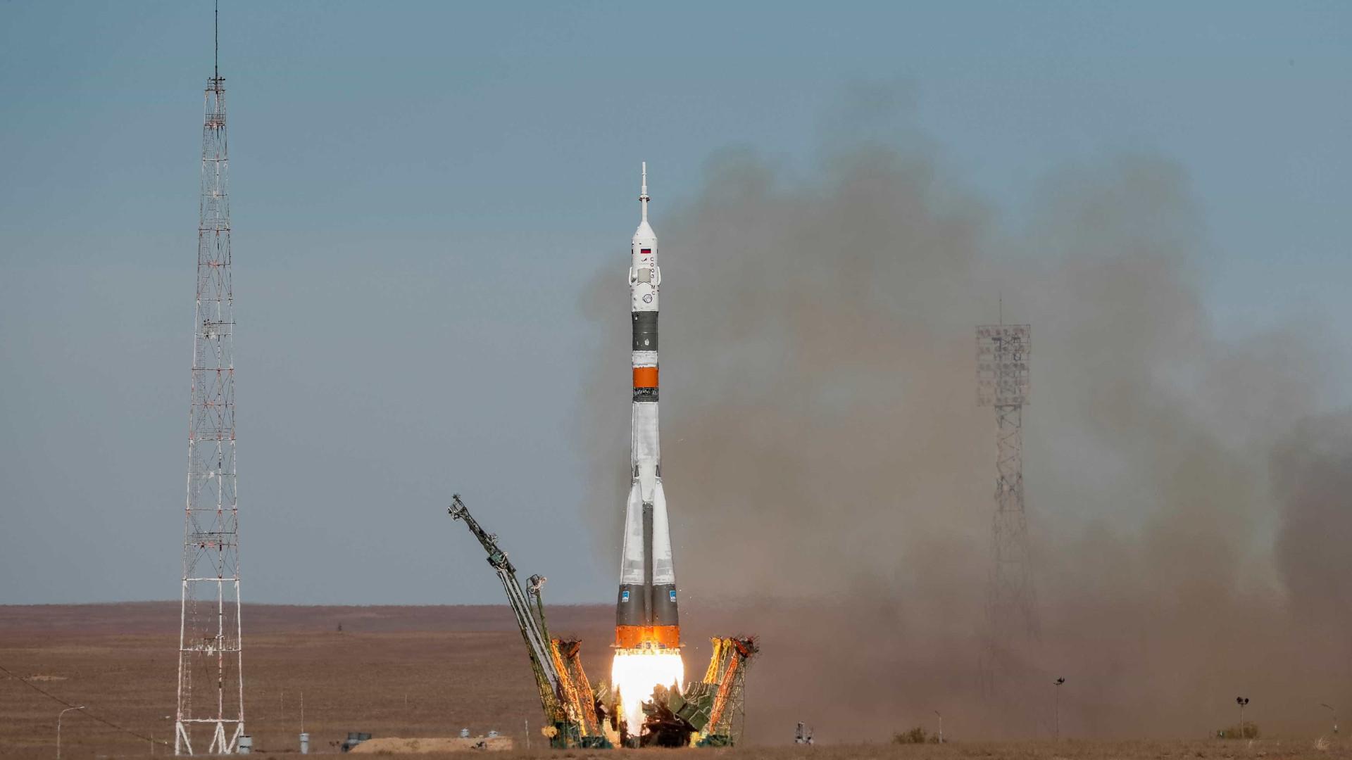 Nave espacial Soyuz falha em lançamento e faz pouso forçado