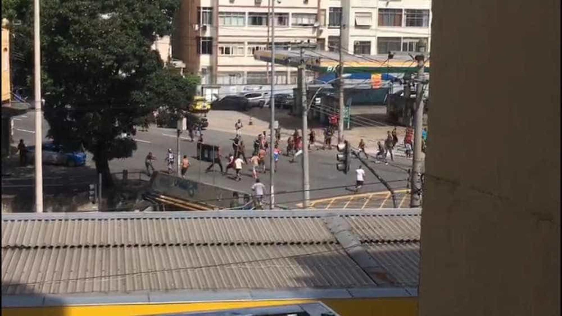 Vídeo: torcedores de Flamengo e Fluminense brigam antes do clássico