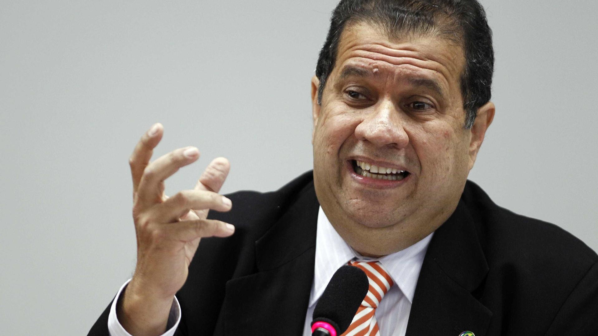'Desabafo de Cid é sentimento majoritário no partido', diz Carlos Lupi