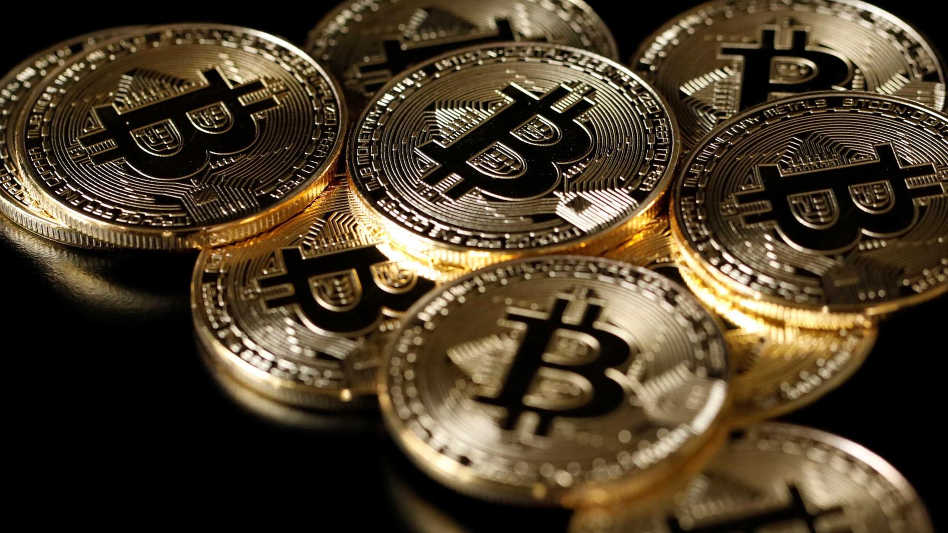 Bitcoin ultrapassa US$ 60 mil antes de abertura de capital da Coinbase Global