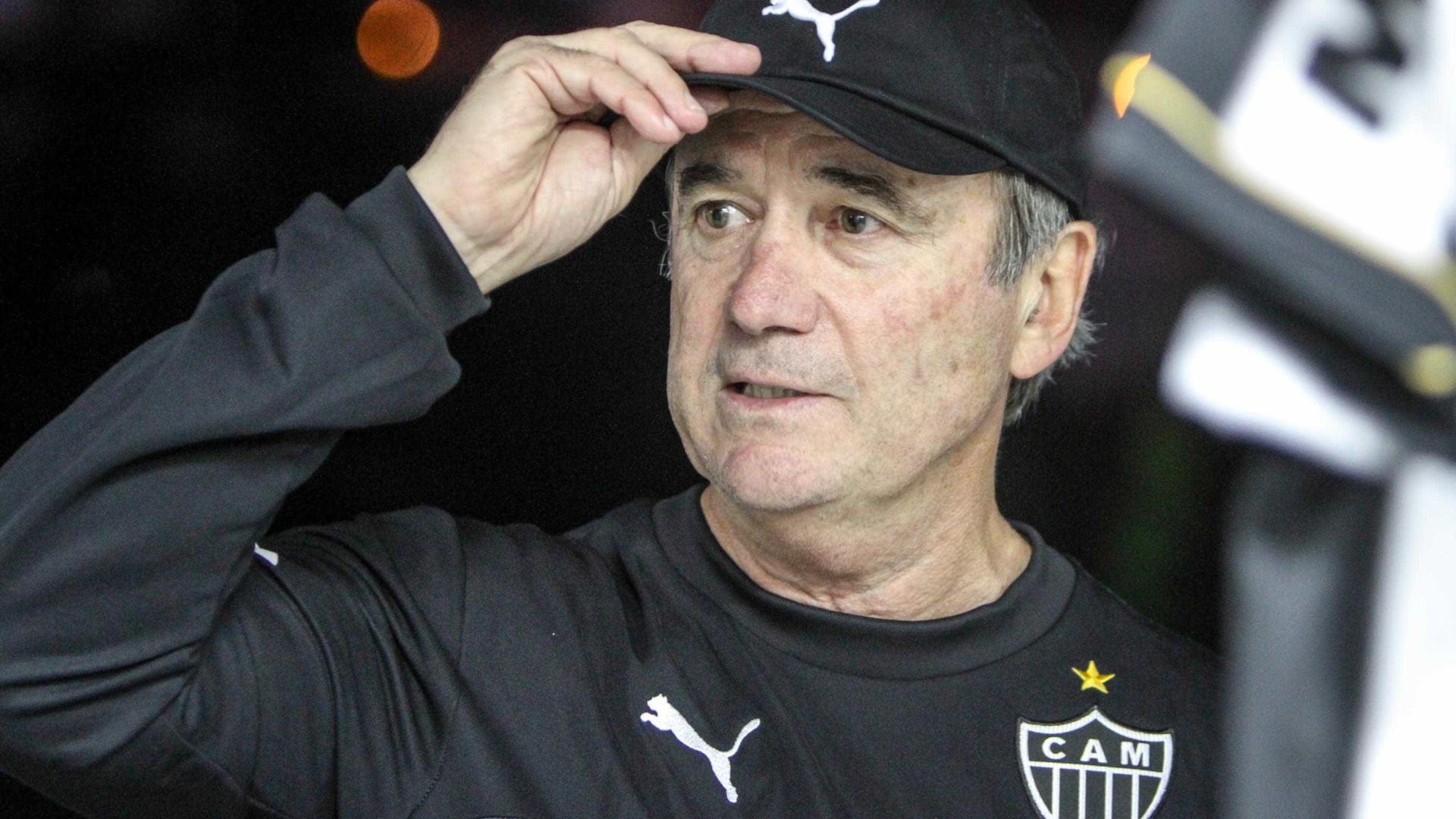 No final do Brasileiro, clubes trocam técnicos novatos por experientes