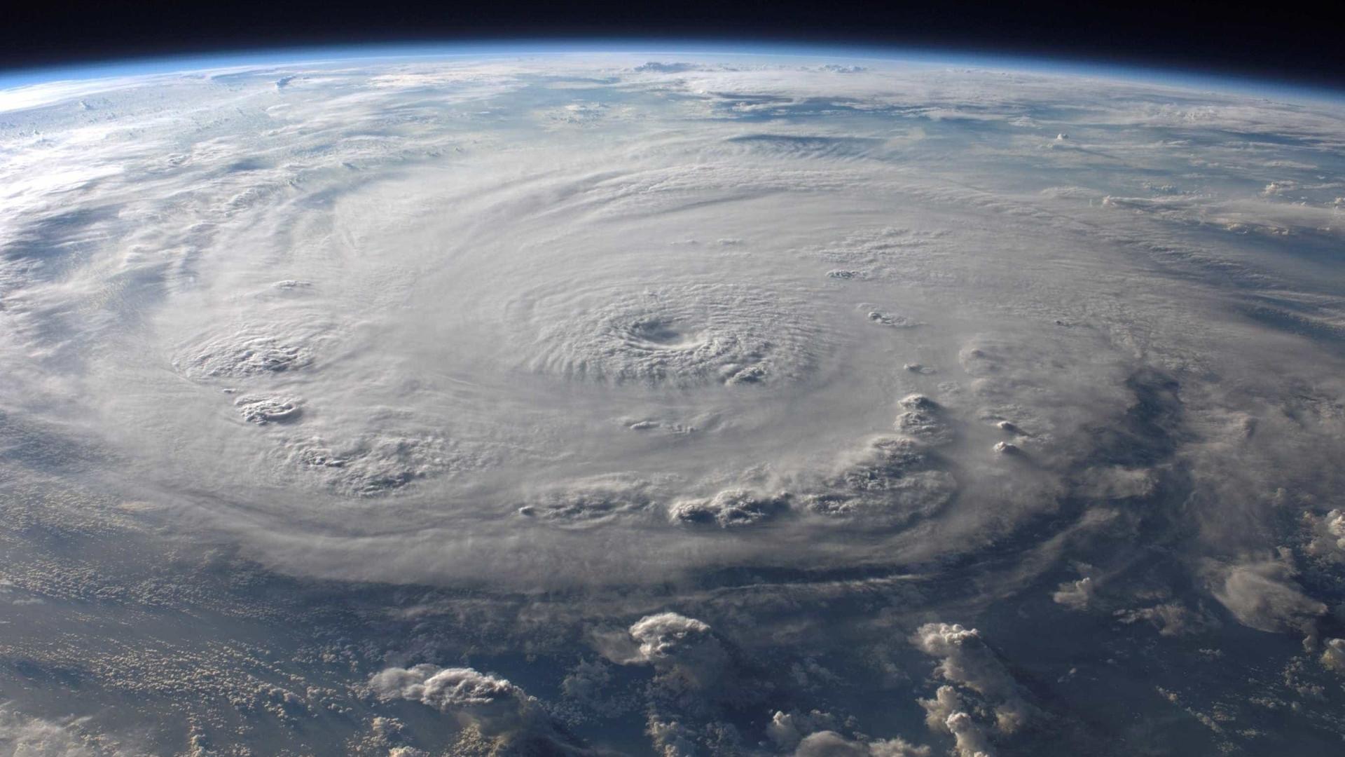Furacão Willa reduz para categoria 4 a caminho da costa mexicana