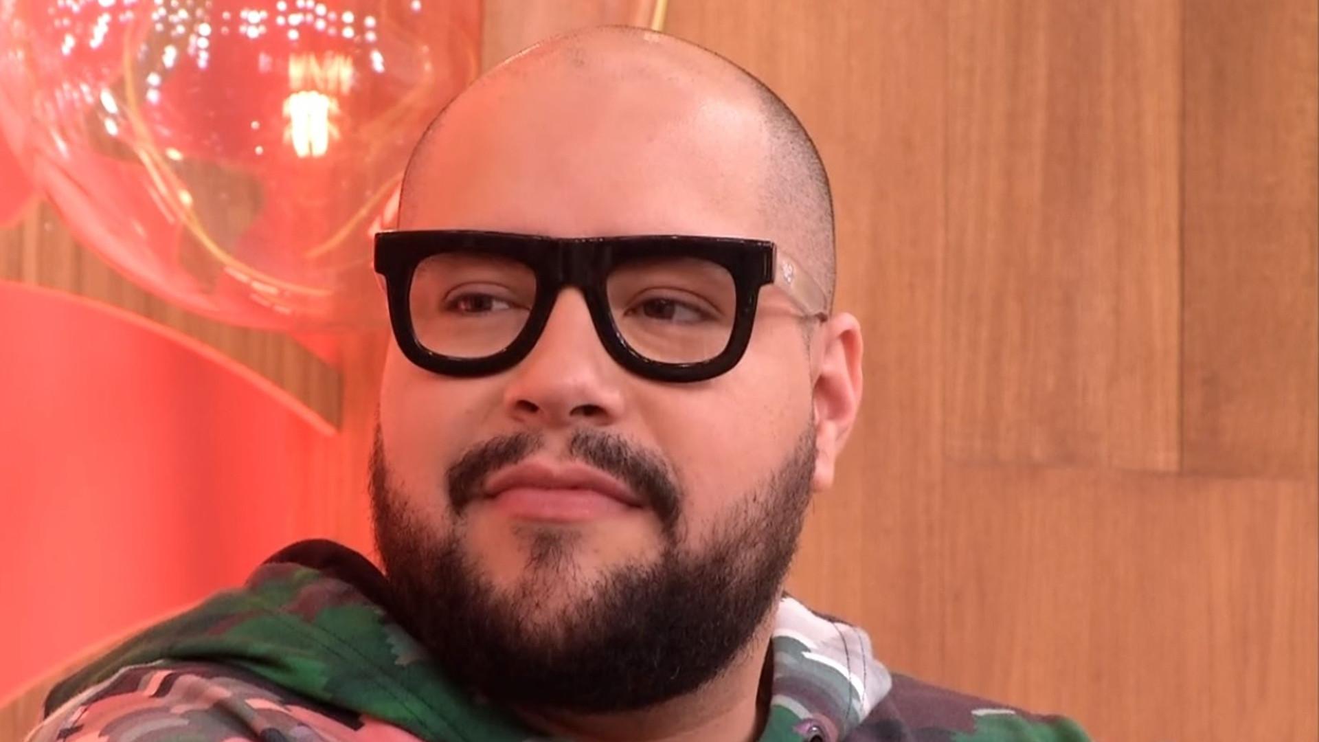 Tiago Abravanel estreia reality gastronômico Famílias Frente a Frente