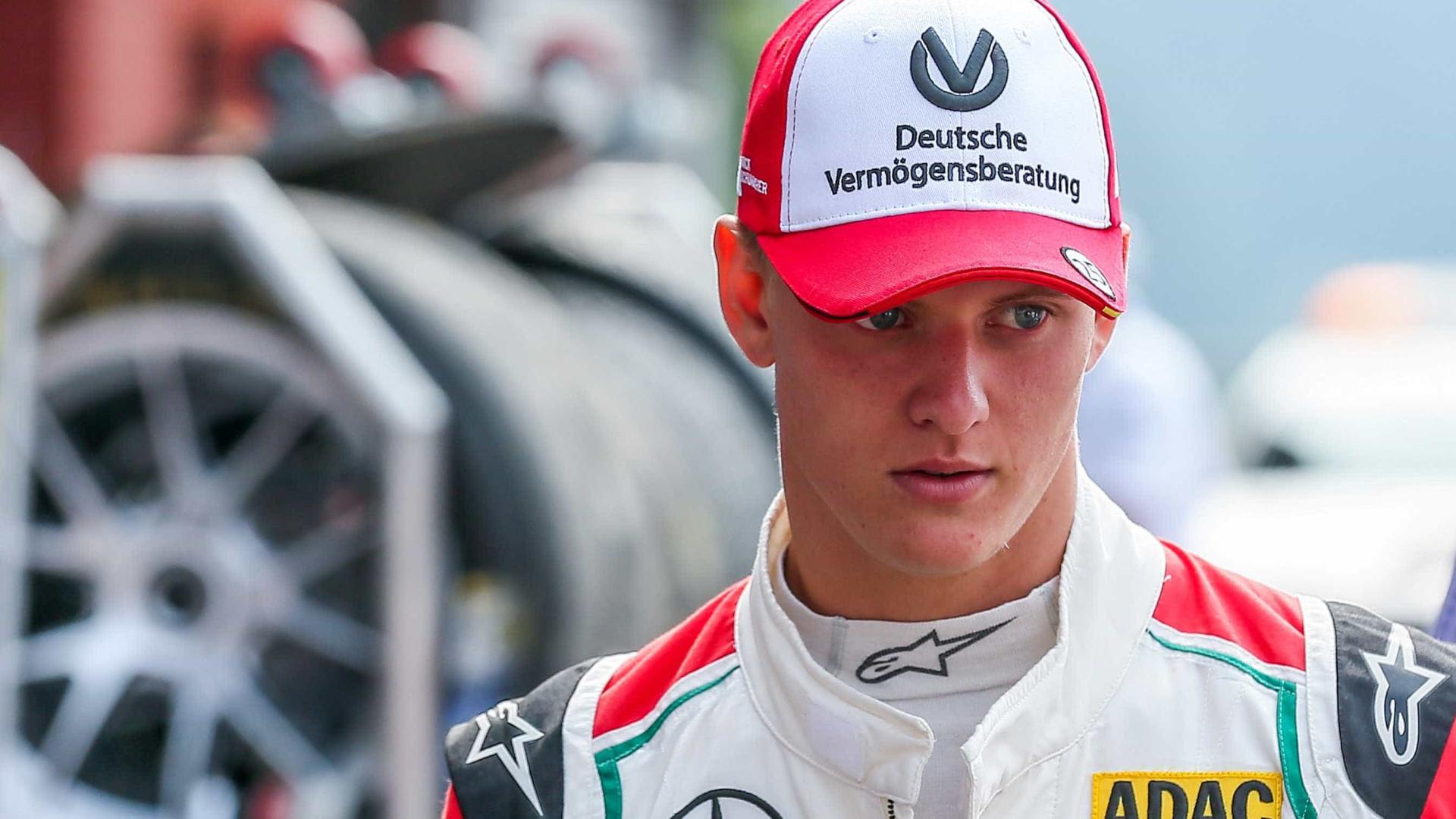 Filho de Schumacher supera Vettel mas título fica com mexicano