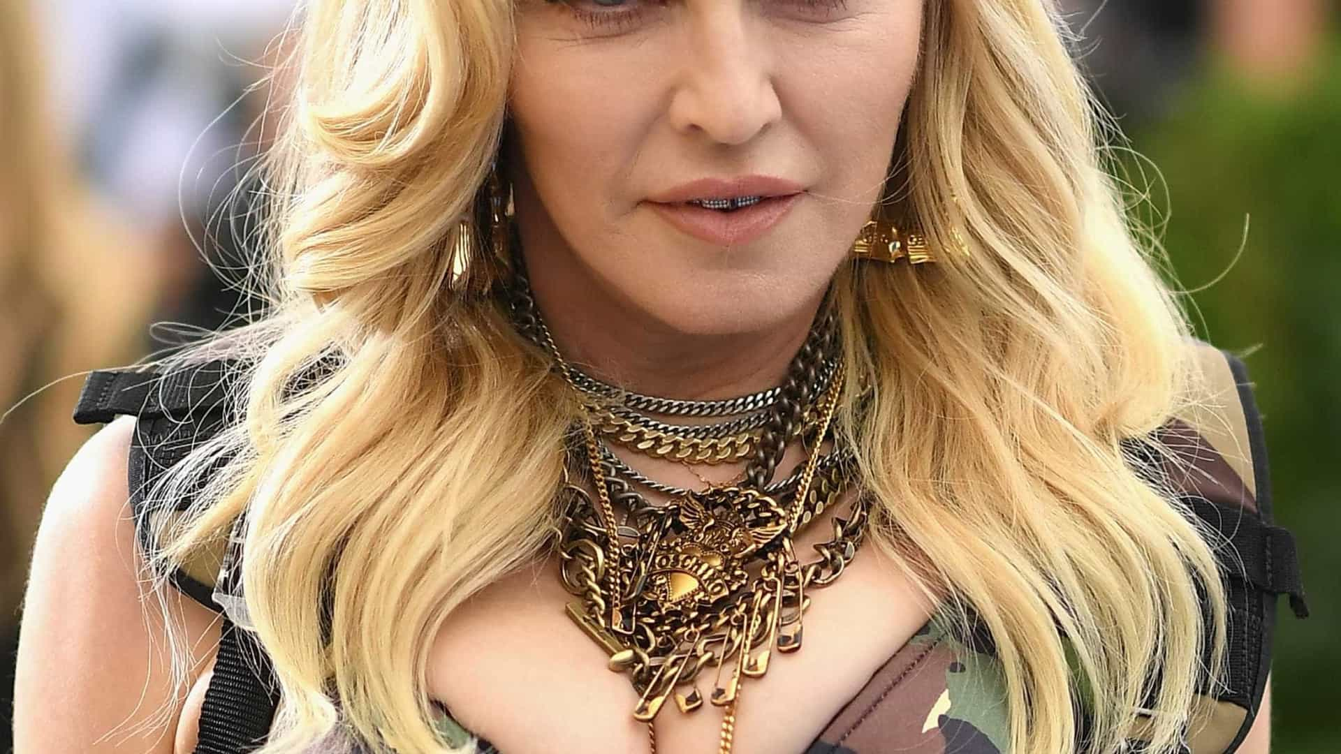 Madonna posta mesma selfie com Anitta e fala de encontro em estúdio