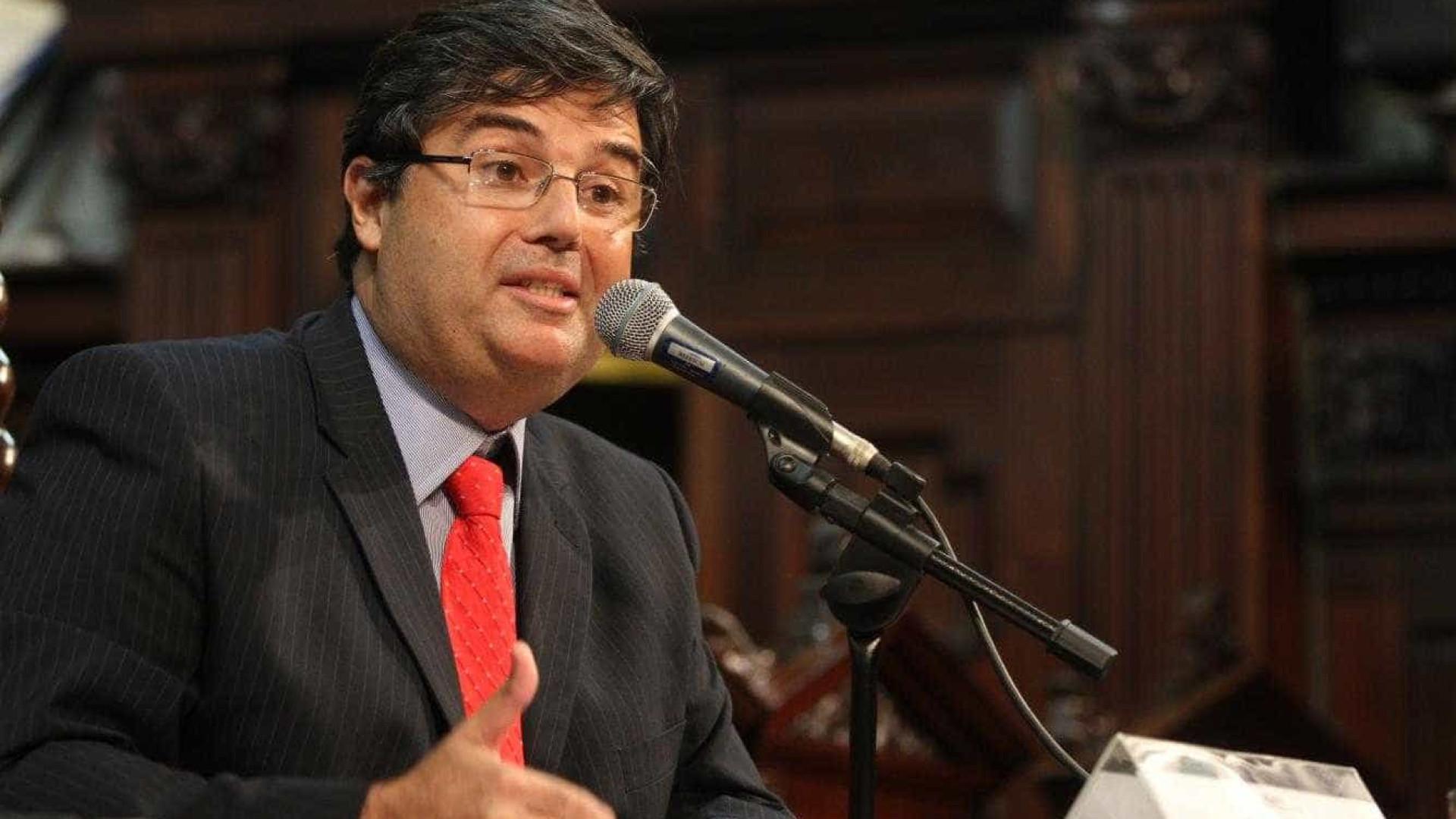 Preso, deputado diz que mantém candidatura à presidência da Alerj