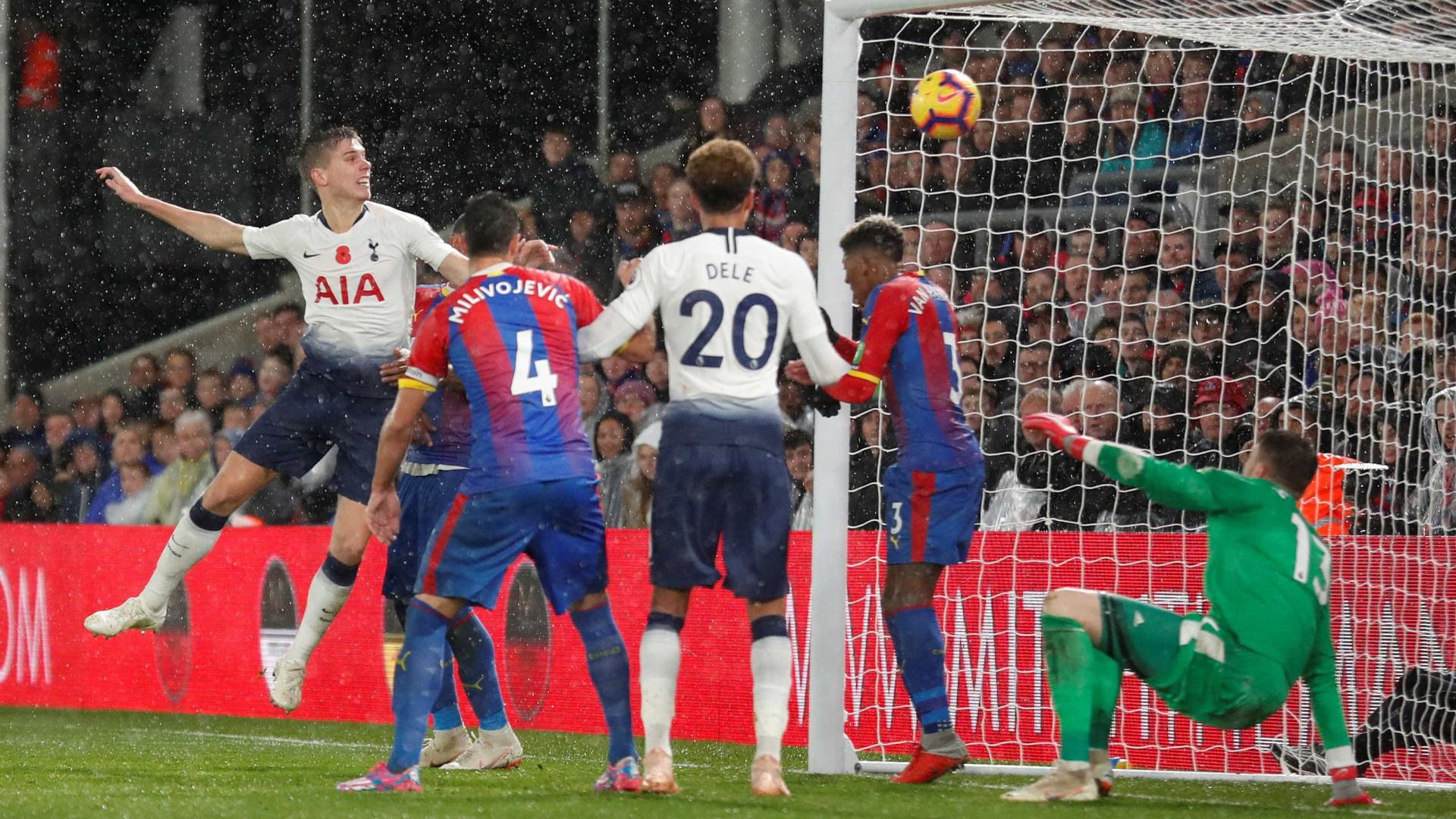 Tottenham vence Crystal Palace e cola nos líderes do Inglês