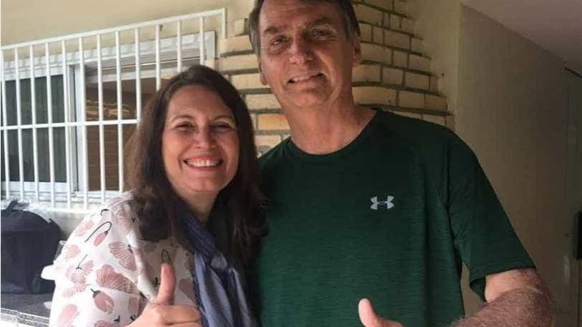 Após retirá-la da vice-liderança do governo, Bolsonaro visita deputada