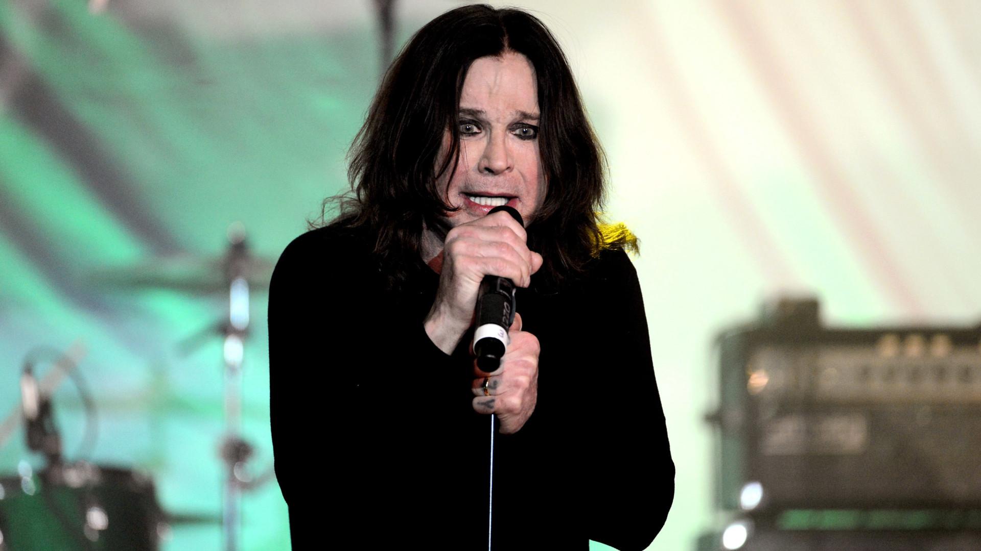 Ozzy Osbourne deixa UTI e respira sem ajuda de aparelhos