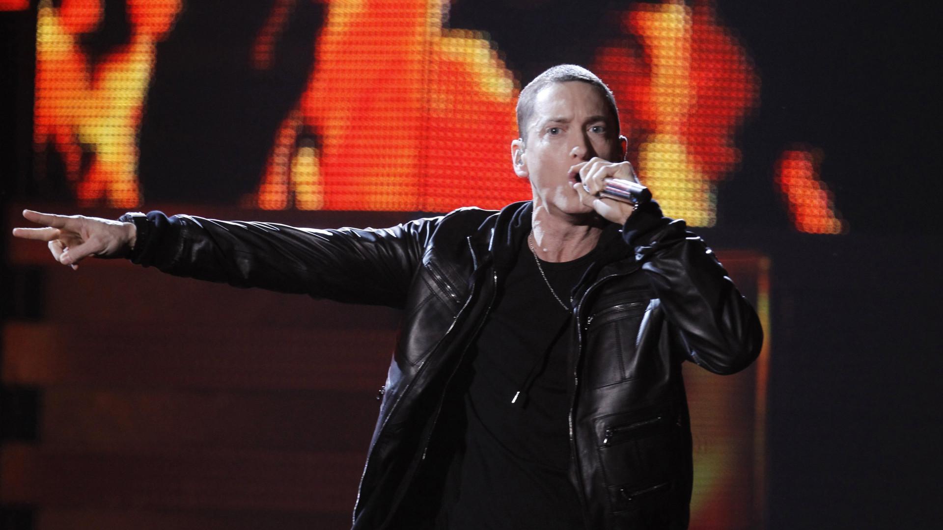 Eminem estaria com medo de Mariah revelar que ele é ruim de cama