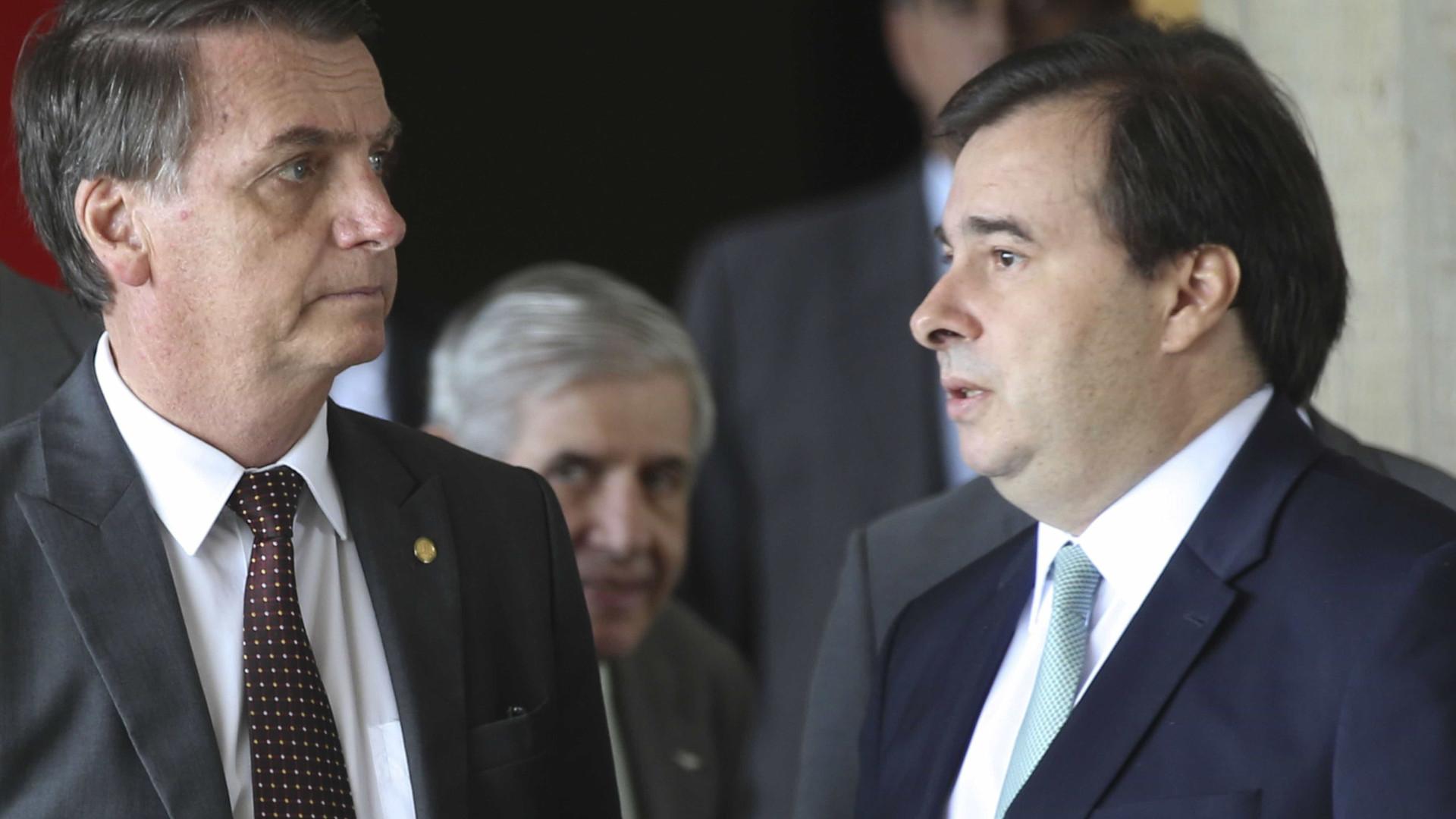 Bolsonaro ironiza Maia