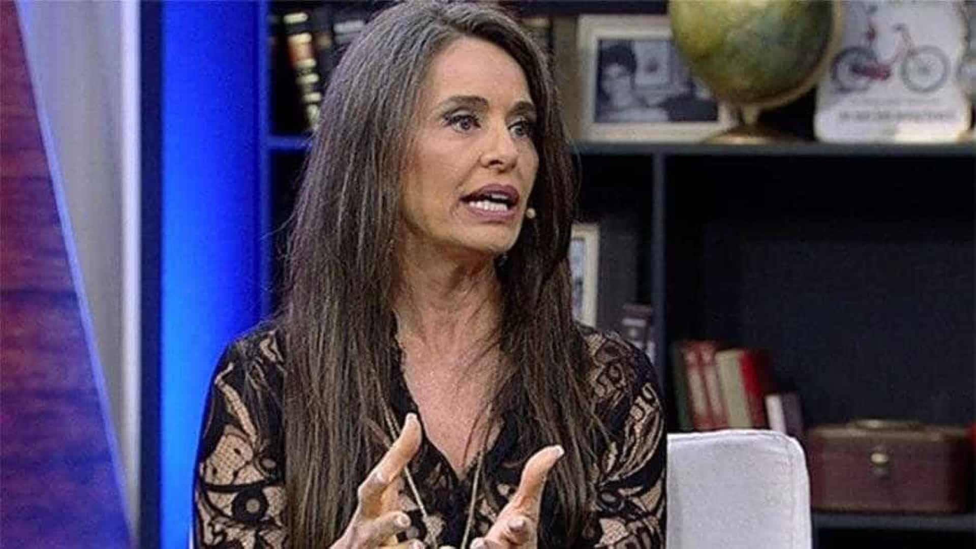 Carla Vilhena abre o jogo sobre saída da Globo e assume cabelos brancos