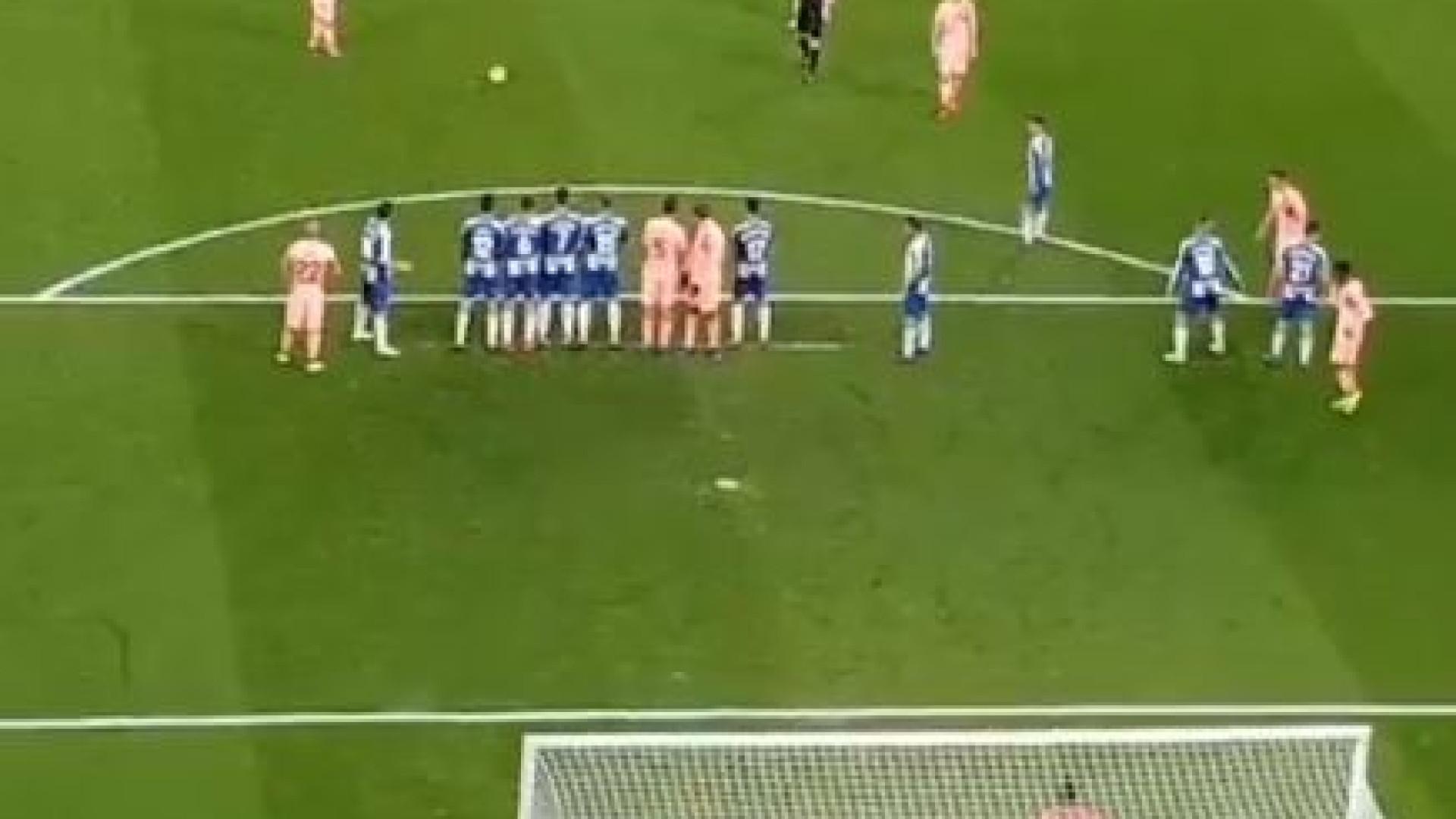 A noite mágica de Messi neste sábado começou com uma 'obra de arte'
