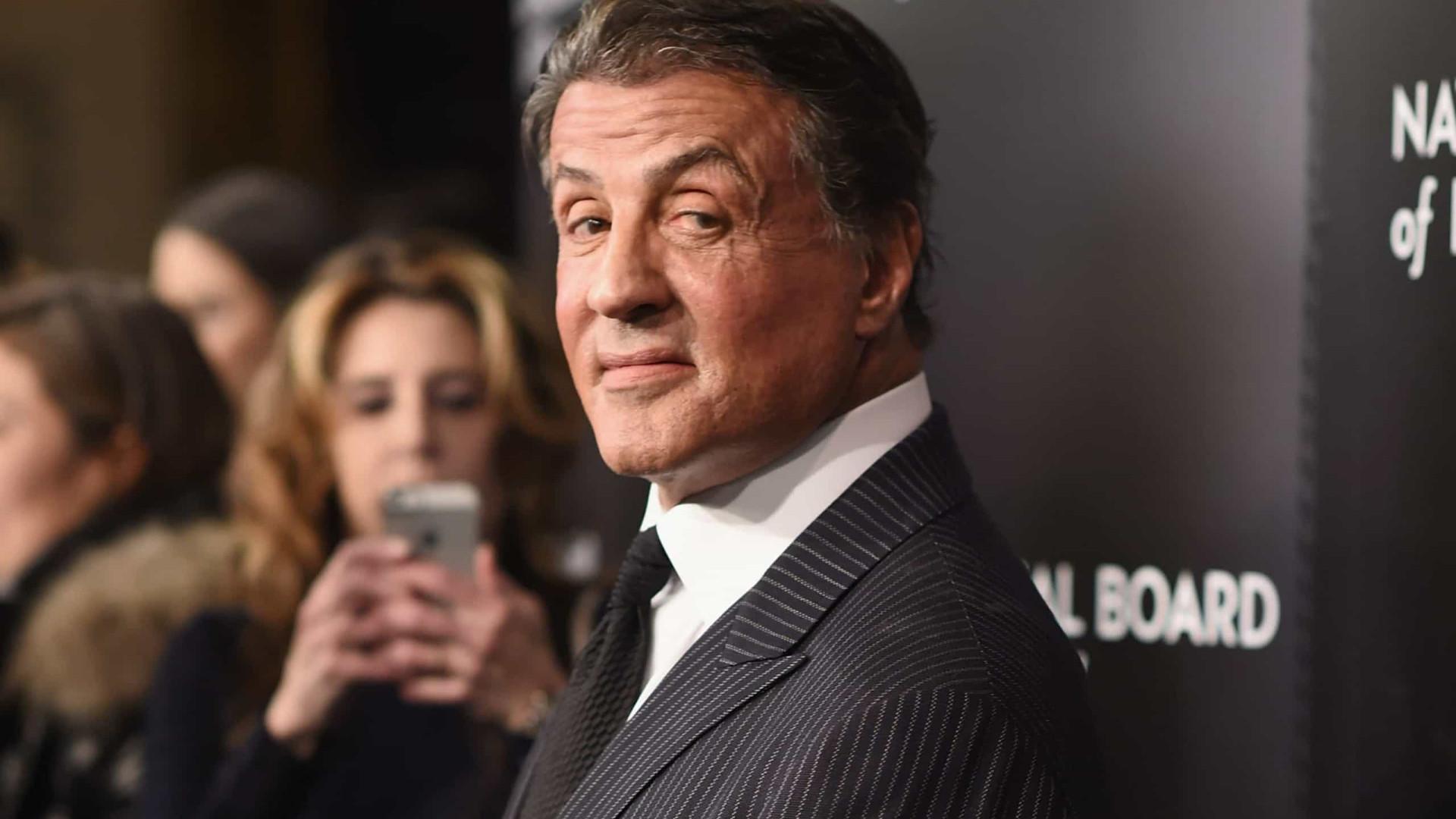 Sylvester Stallone irrita fãs por cobrar para tirar fotos