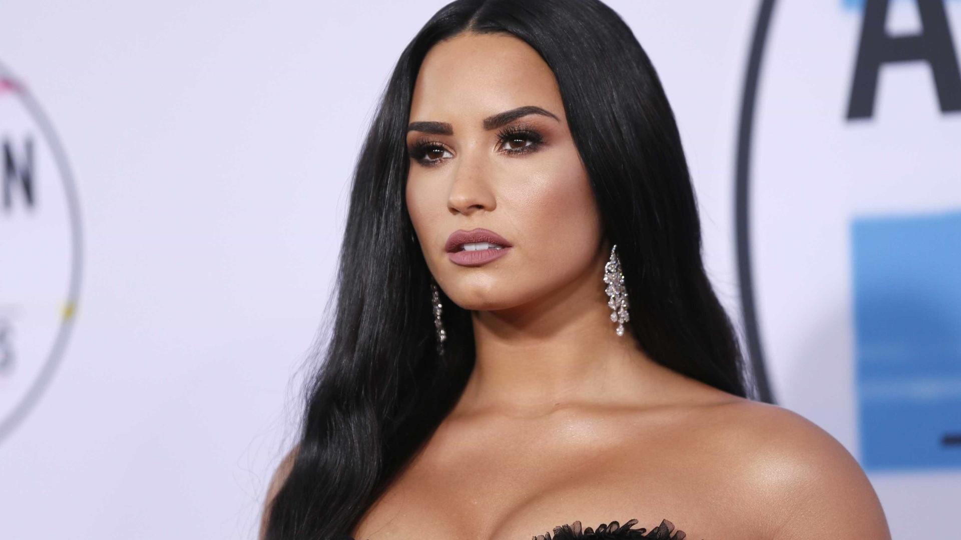 Demi Lovato aproveita o início do ano em Aspen ao lado do namorado