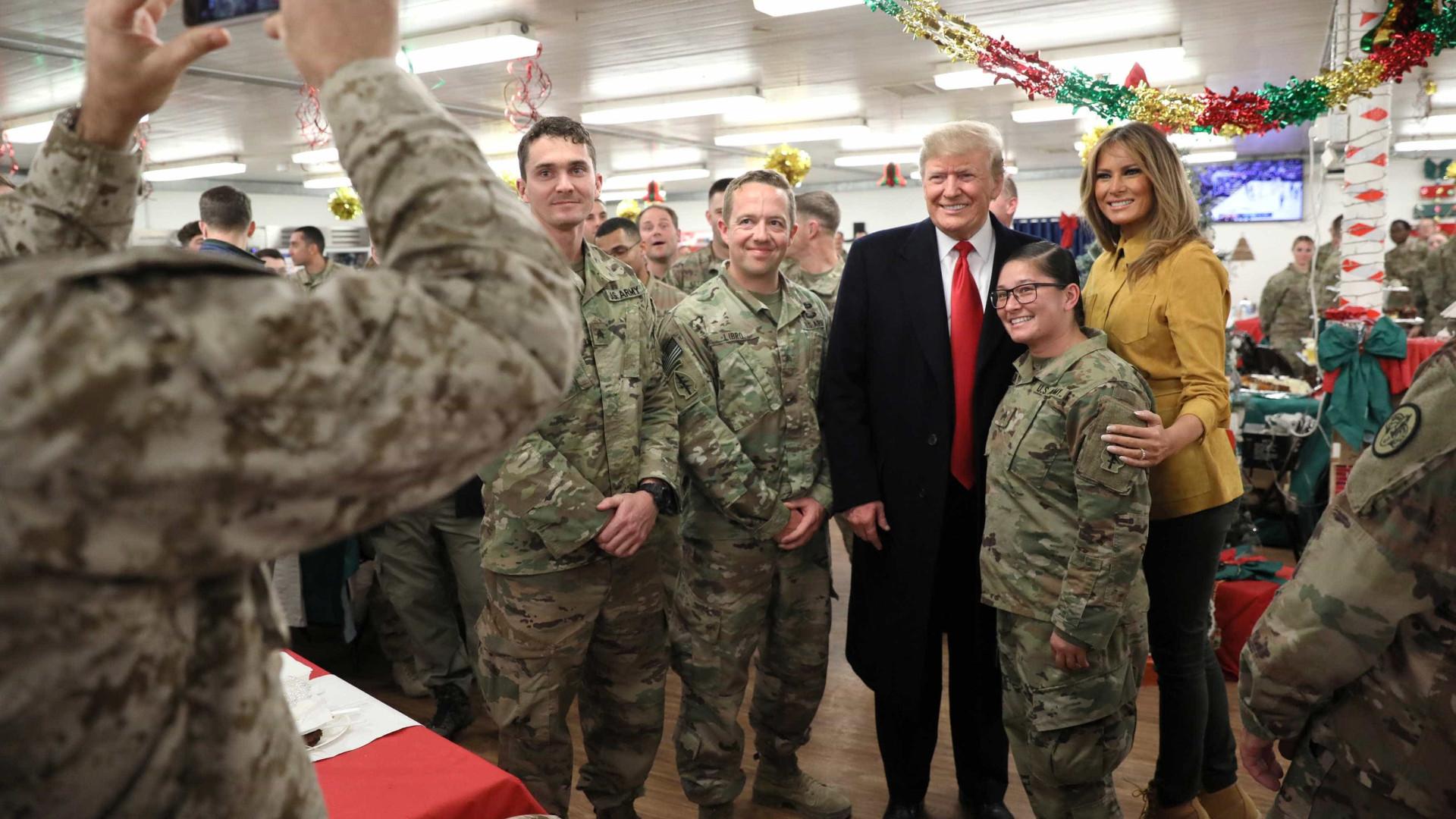 No Natal, Trump faz visita surpresa a militares no Iraque