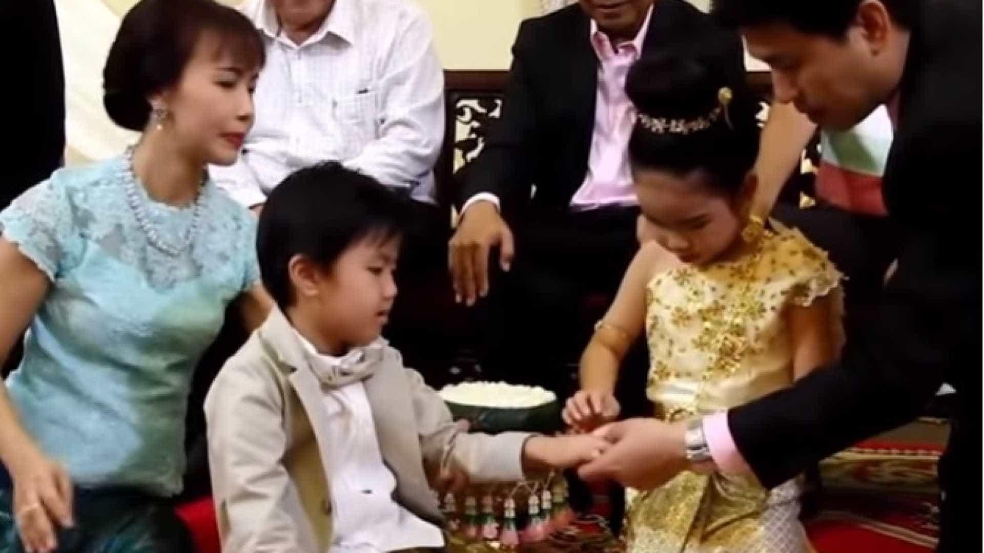 Pais casam filhos de 6 anos por crerem que foram amantes no passado