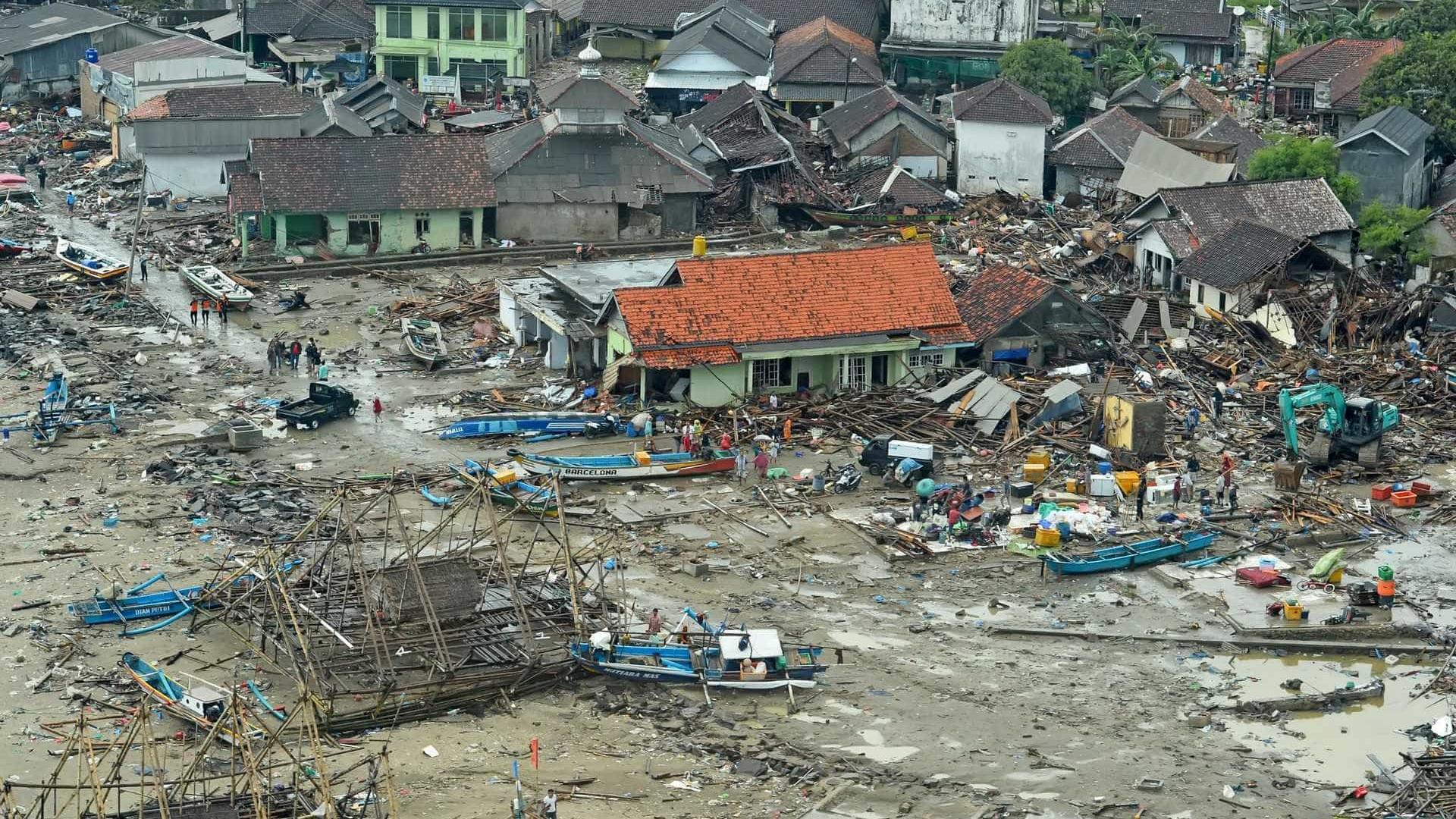 Sob a ameaça de novo tsunami, Indonésia esvazia cidades e vilas