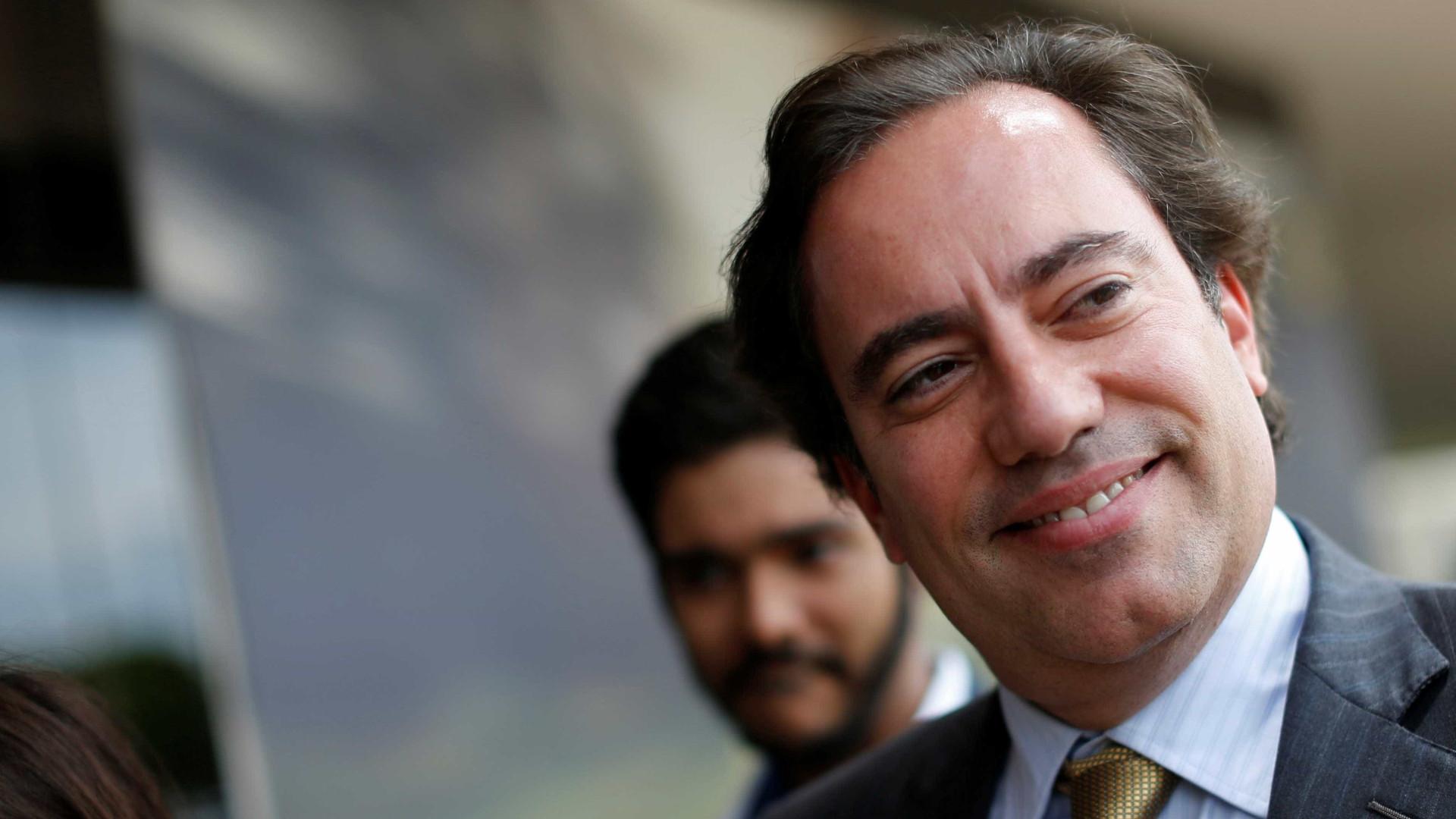 Presidente da Caixa diz que está com Covid e é o 4° infectado da comitiva de Bolsonaro