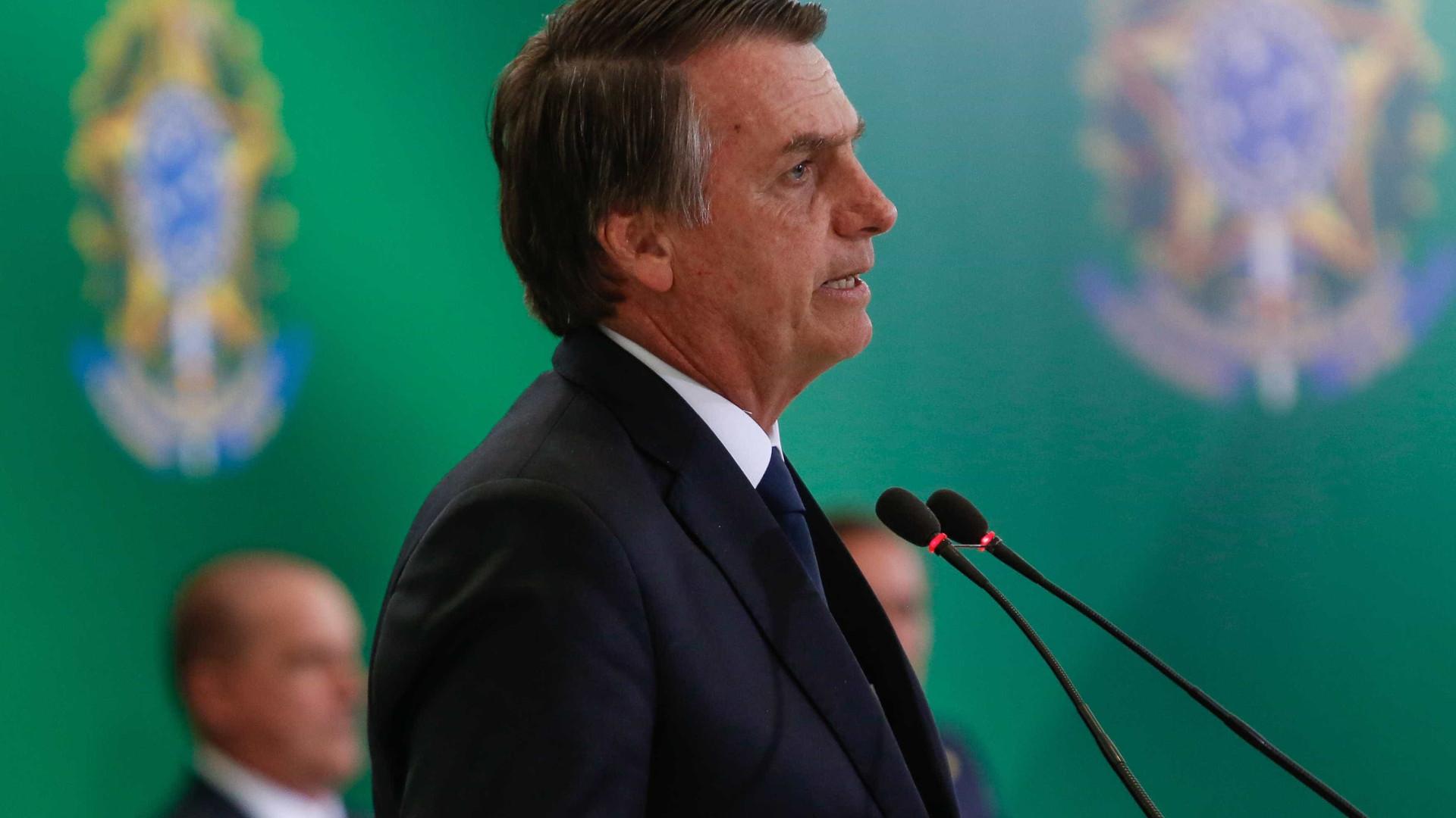 Na primeira semana de mandato, Bolsonaro tuíta 70% a mais que Trump
