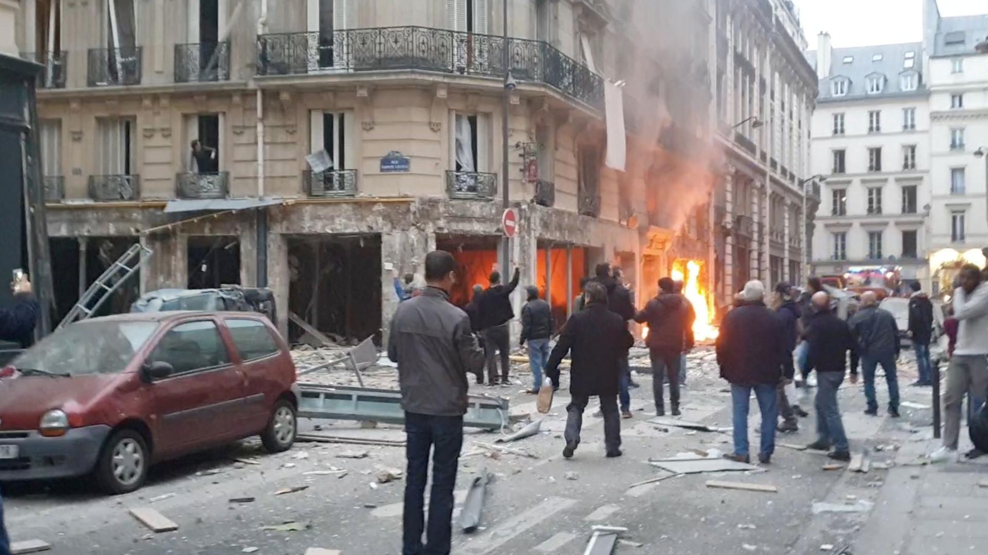Veja fotos da explosão que deixou mortos e feridos em Paris