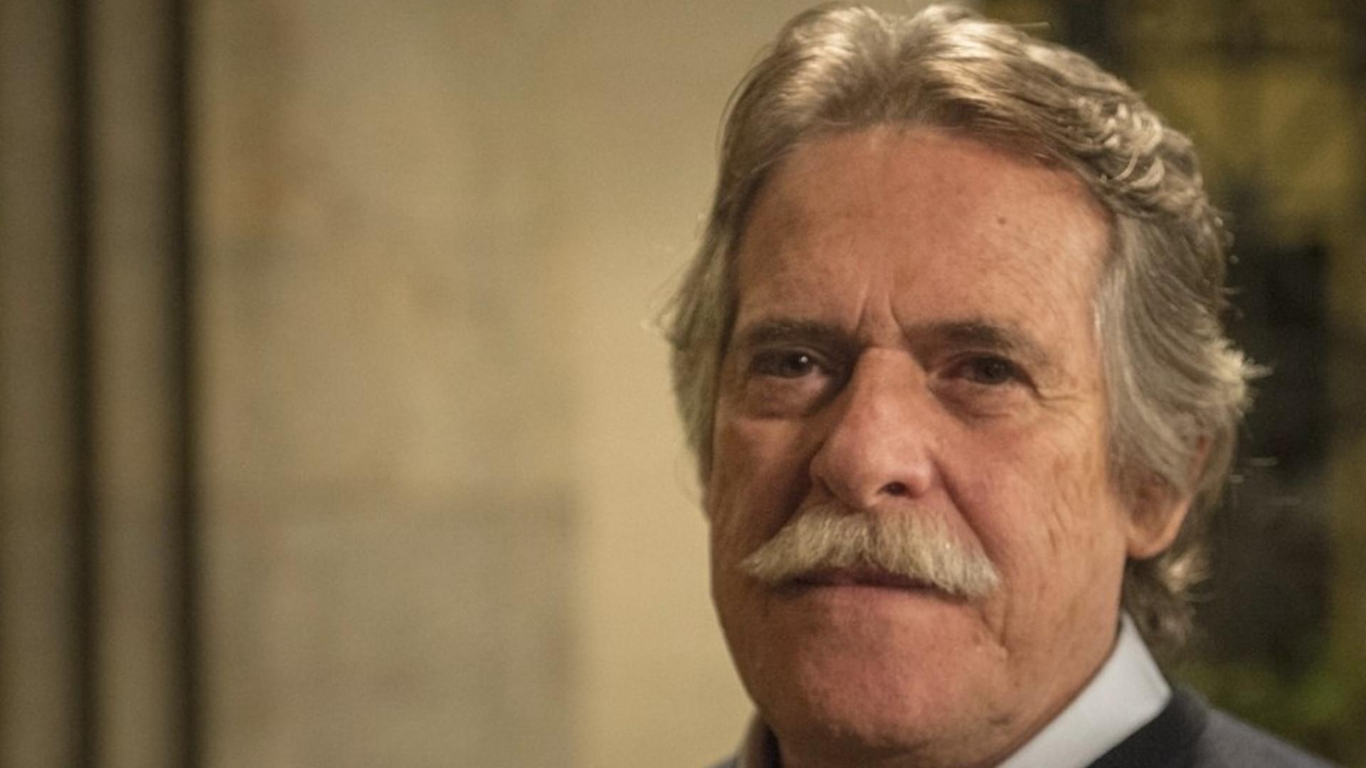 Zé de Abreu é recebido ao som de 'presidente do Brasil' no Galeão