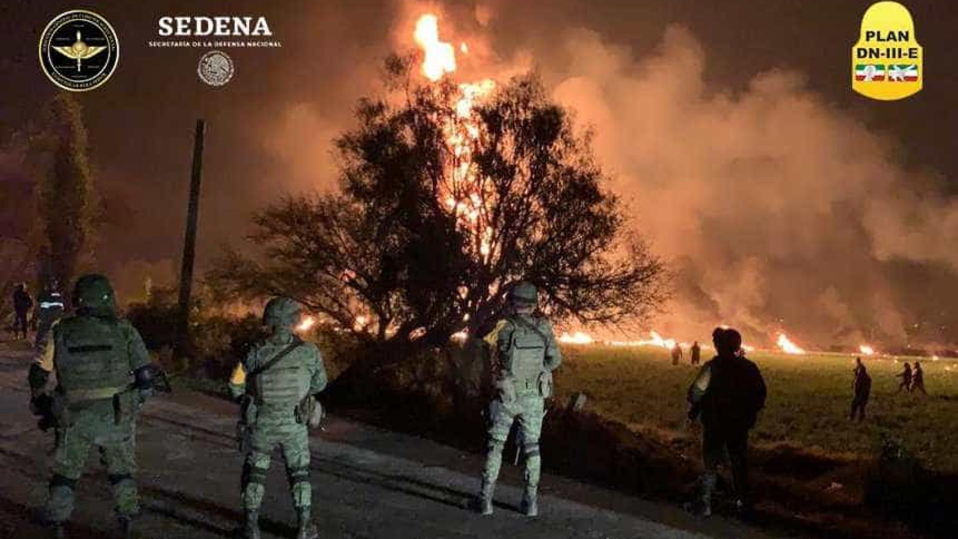 Mais de 600 pessoas levavam gasolina na hora da explosão de oleoduto
