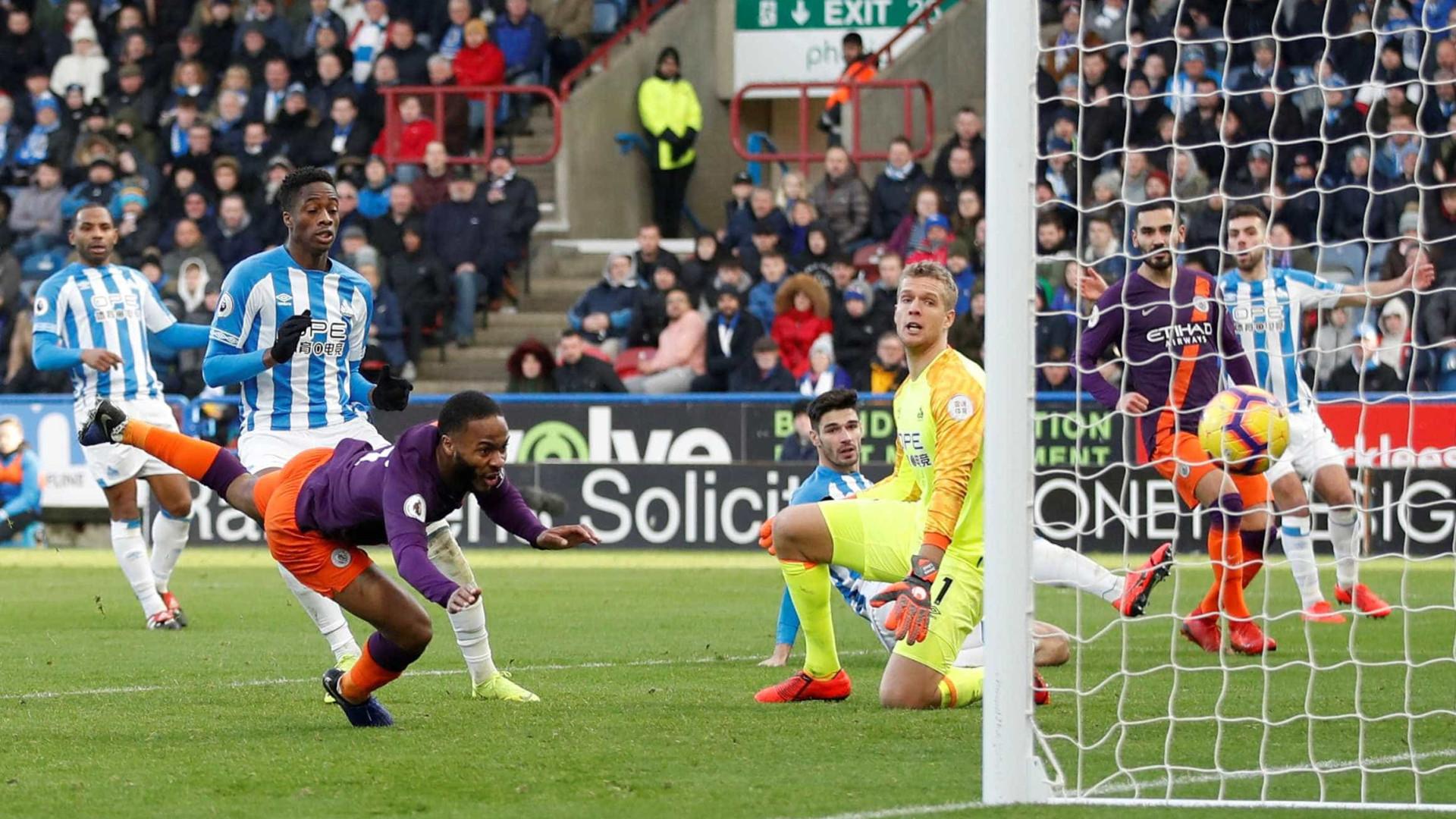 Danilo marca, City derrota o lanterna e segue na cola do Liverpool