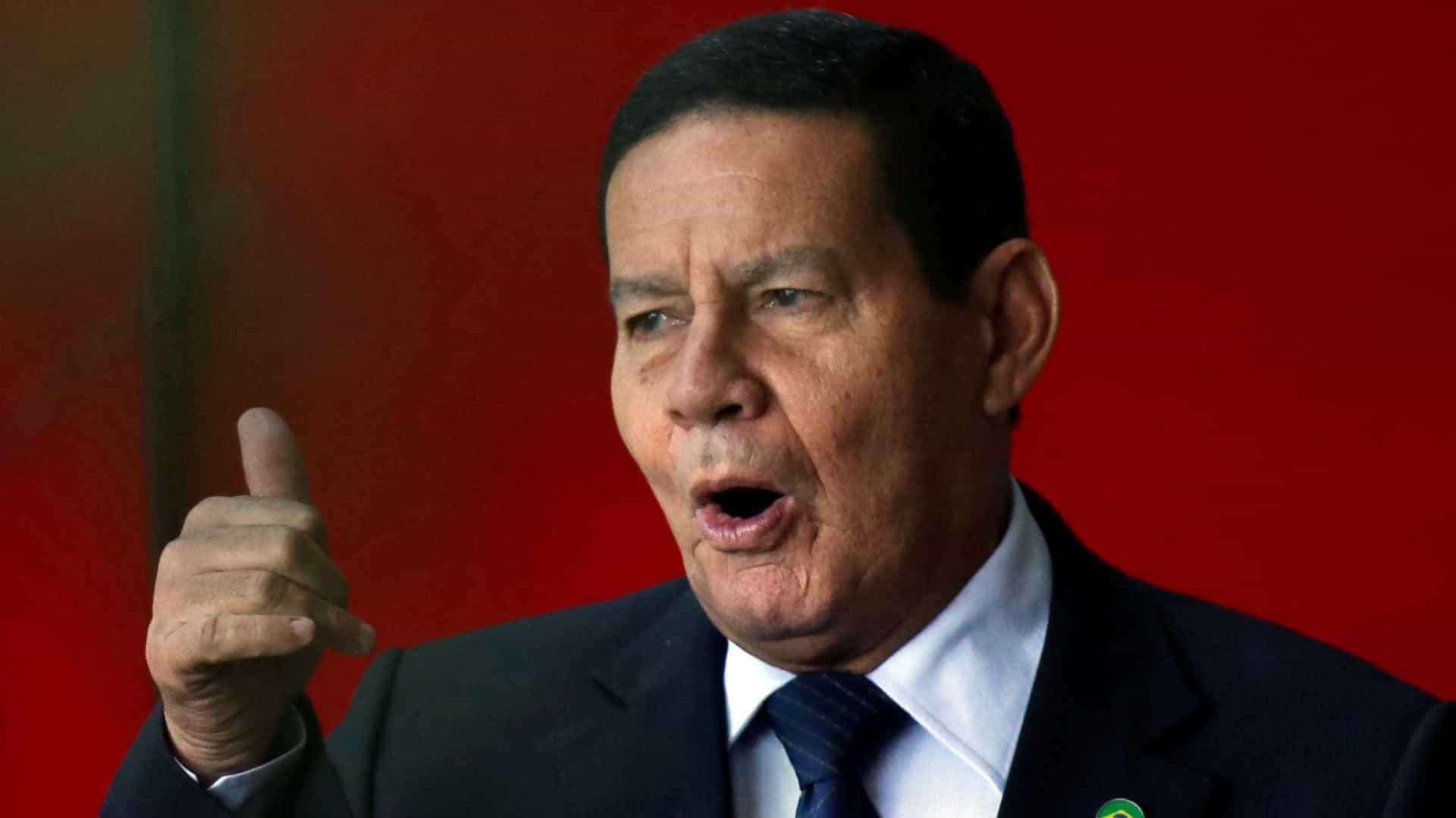 Mourão defende isolamento e diz que Bolsonaro não se expressou bem