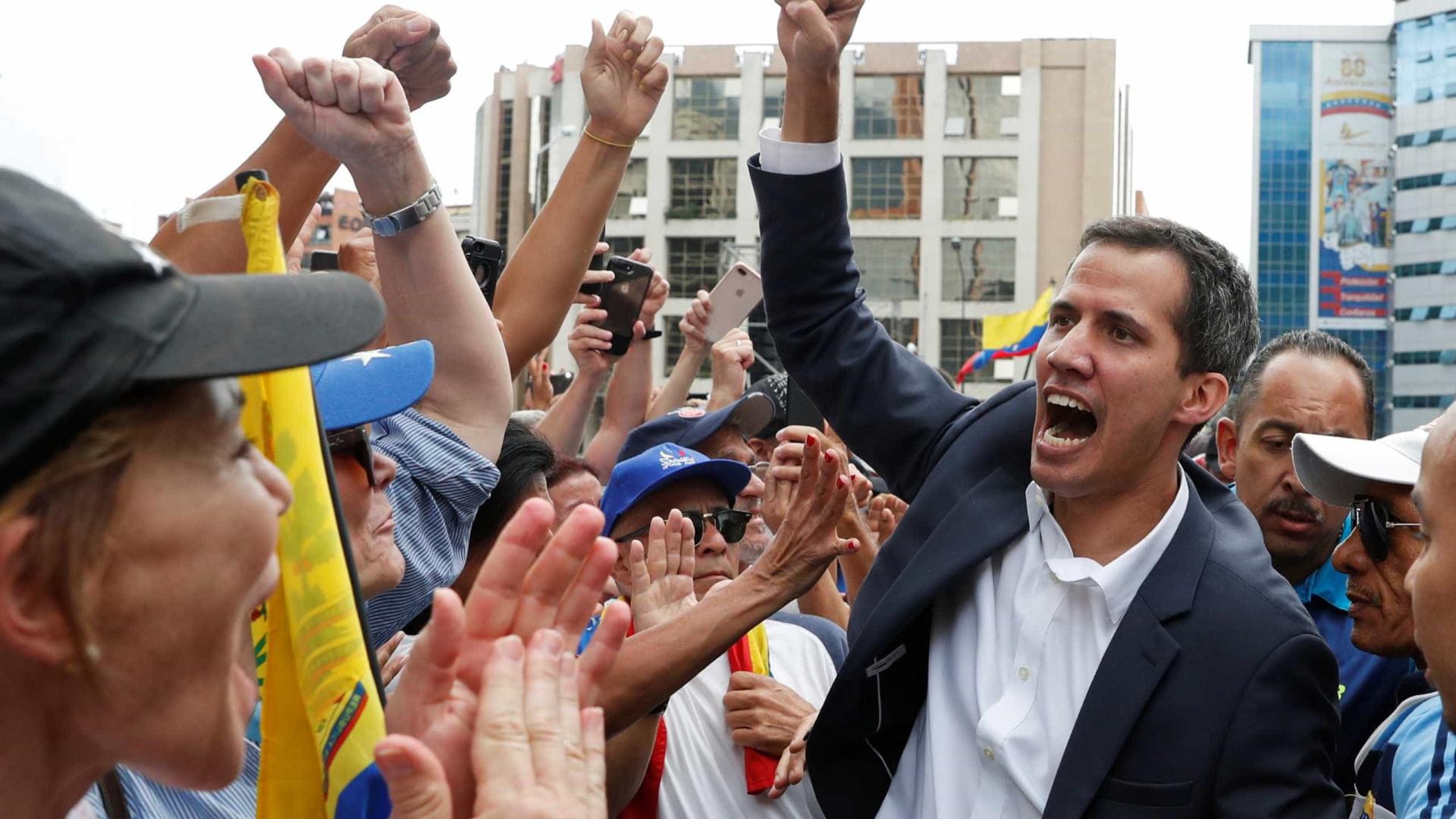 Guaidó pede manifestação pacífica no sábado