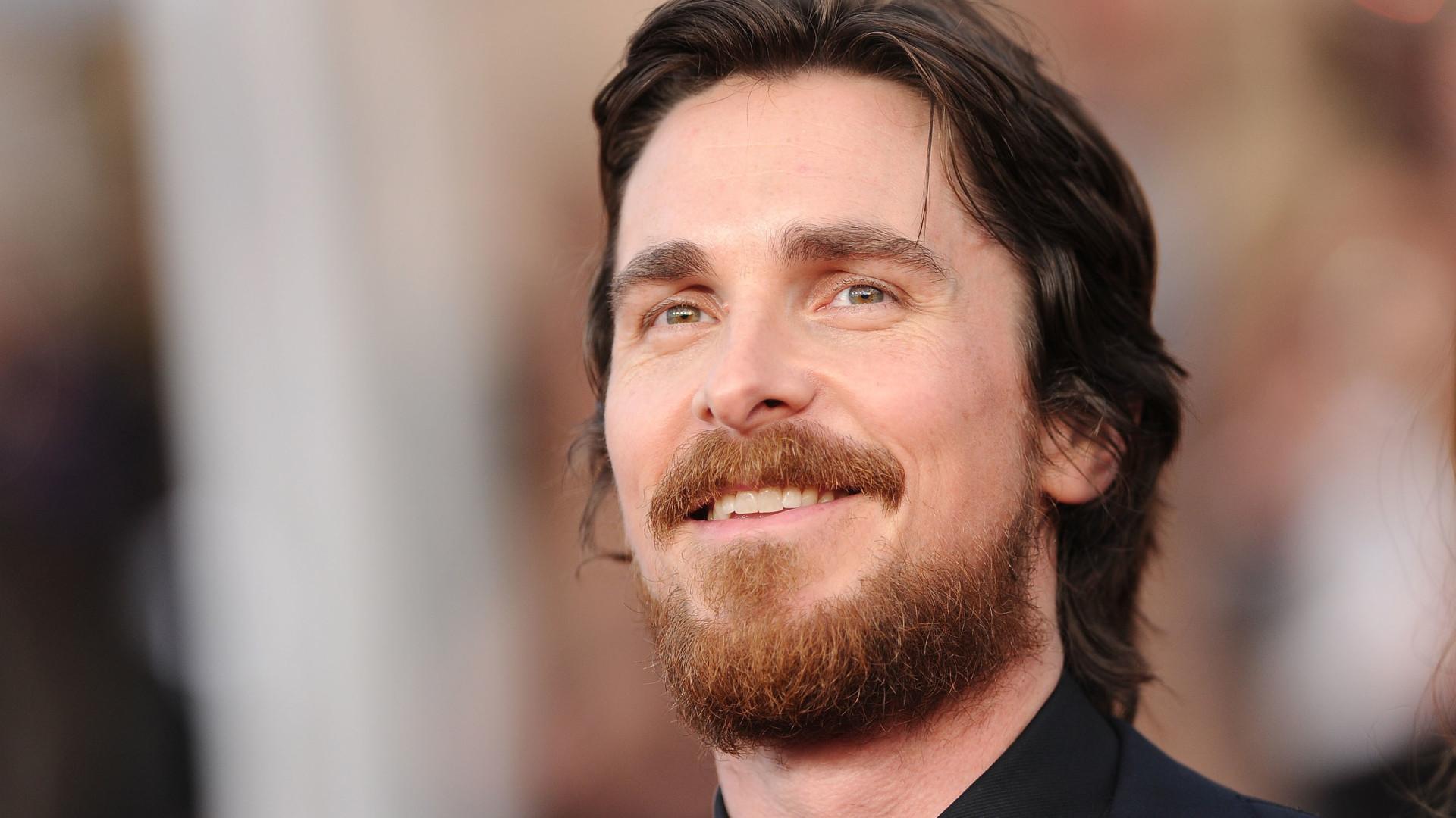 Christian Bale diz que sua mulher prefere seus personagens a ele