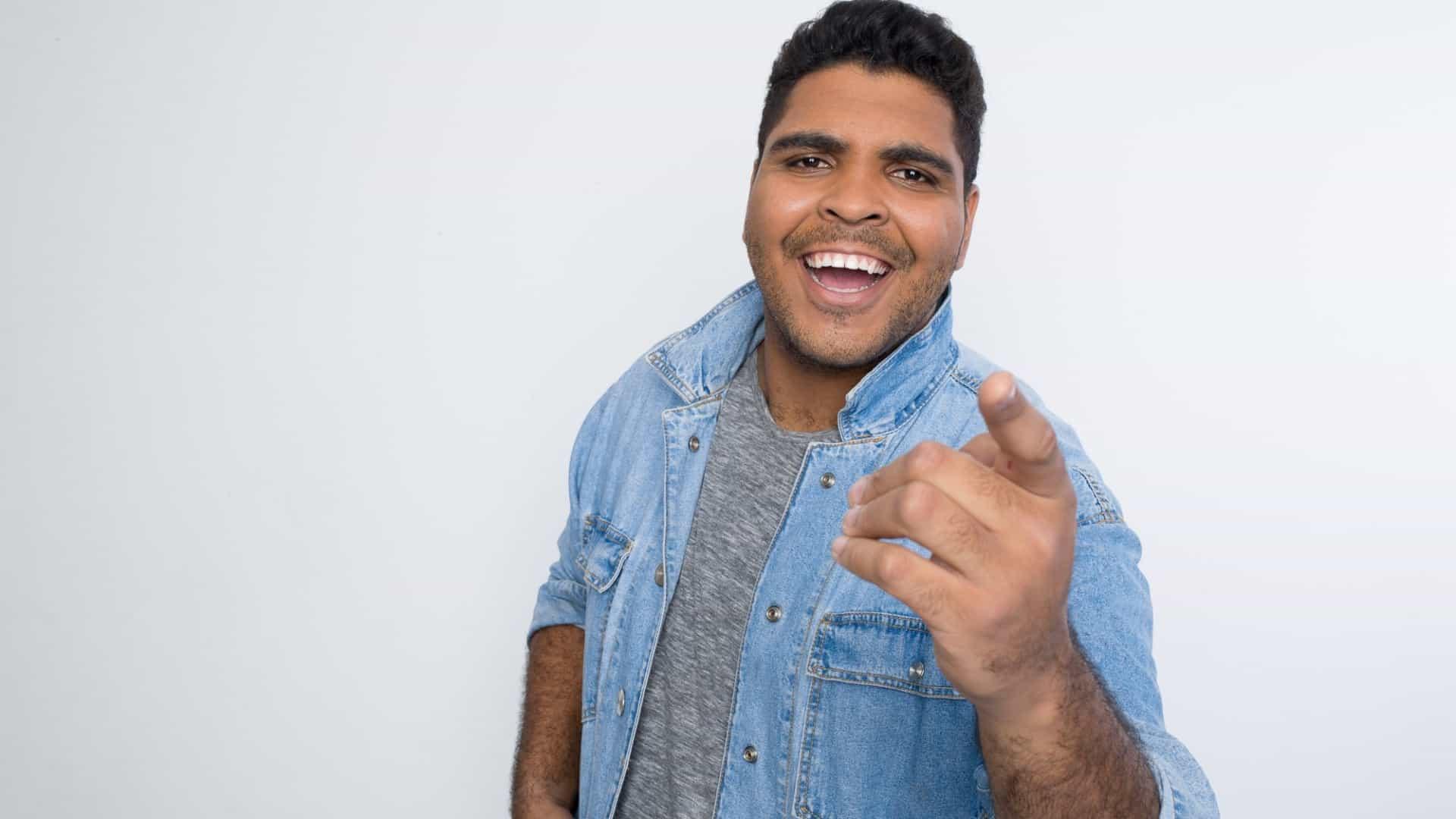 'Está mais fácil ser negro na Globo', diz ator do 'Fora de Hora'