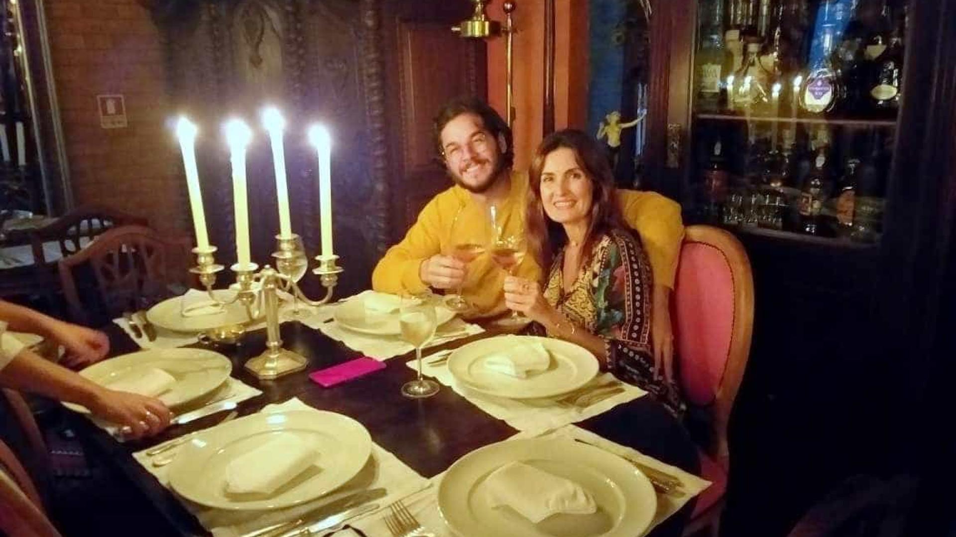 Fátima Bernardes e Túlio Gadelha curtem jantar à luz de velas em GO