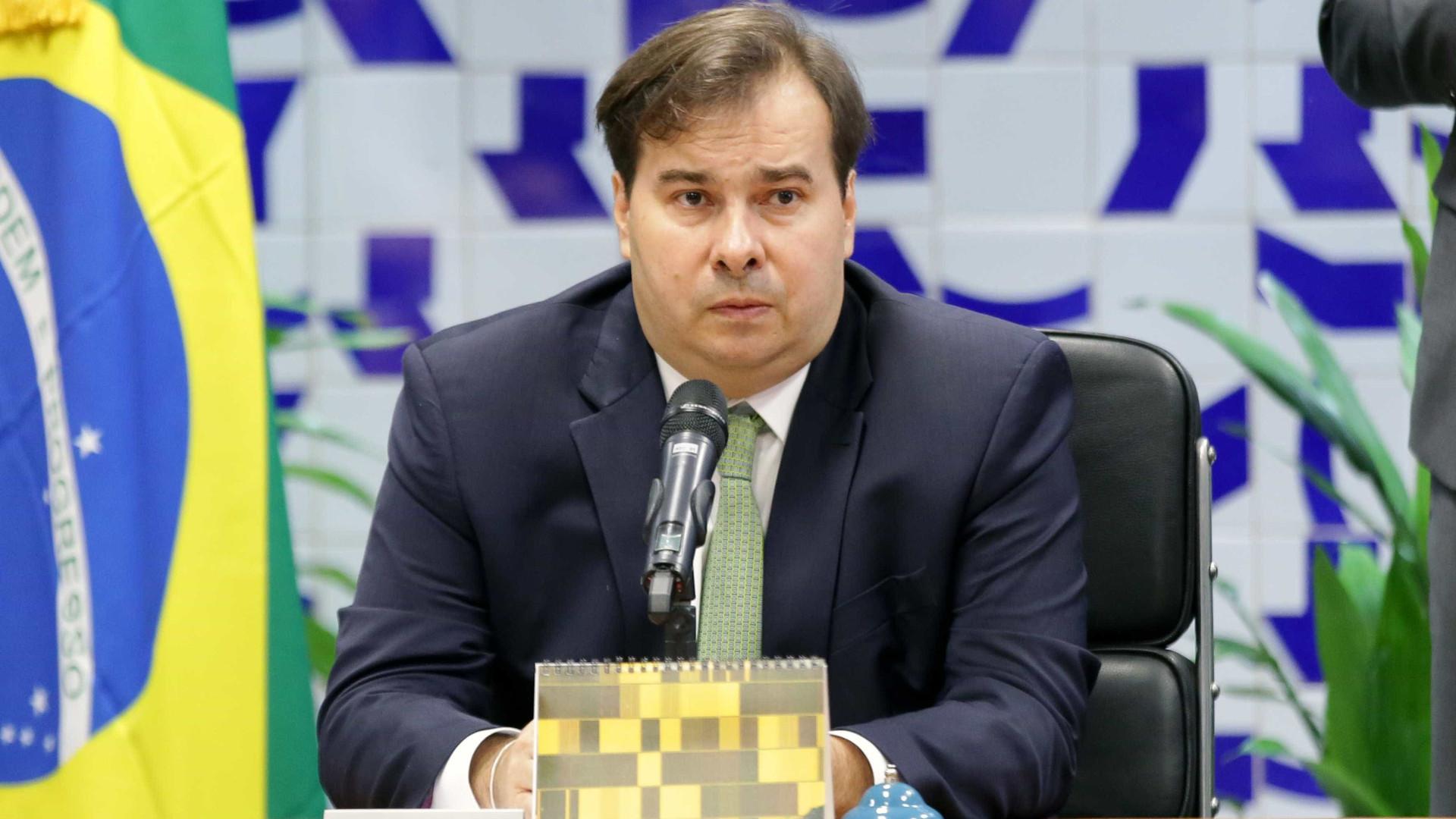 Maia negocia acordo para votar Previdência antes do recesso