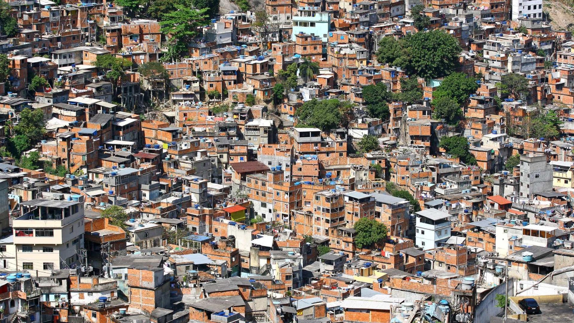 Moradores de favelas relatam desabastecimento e medo de covid-19