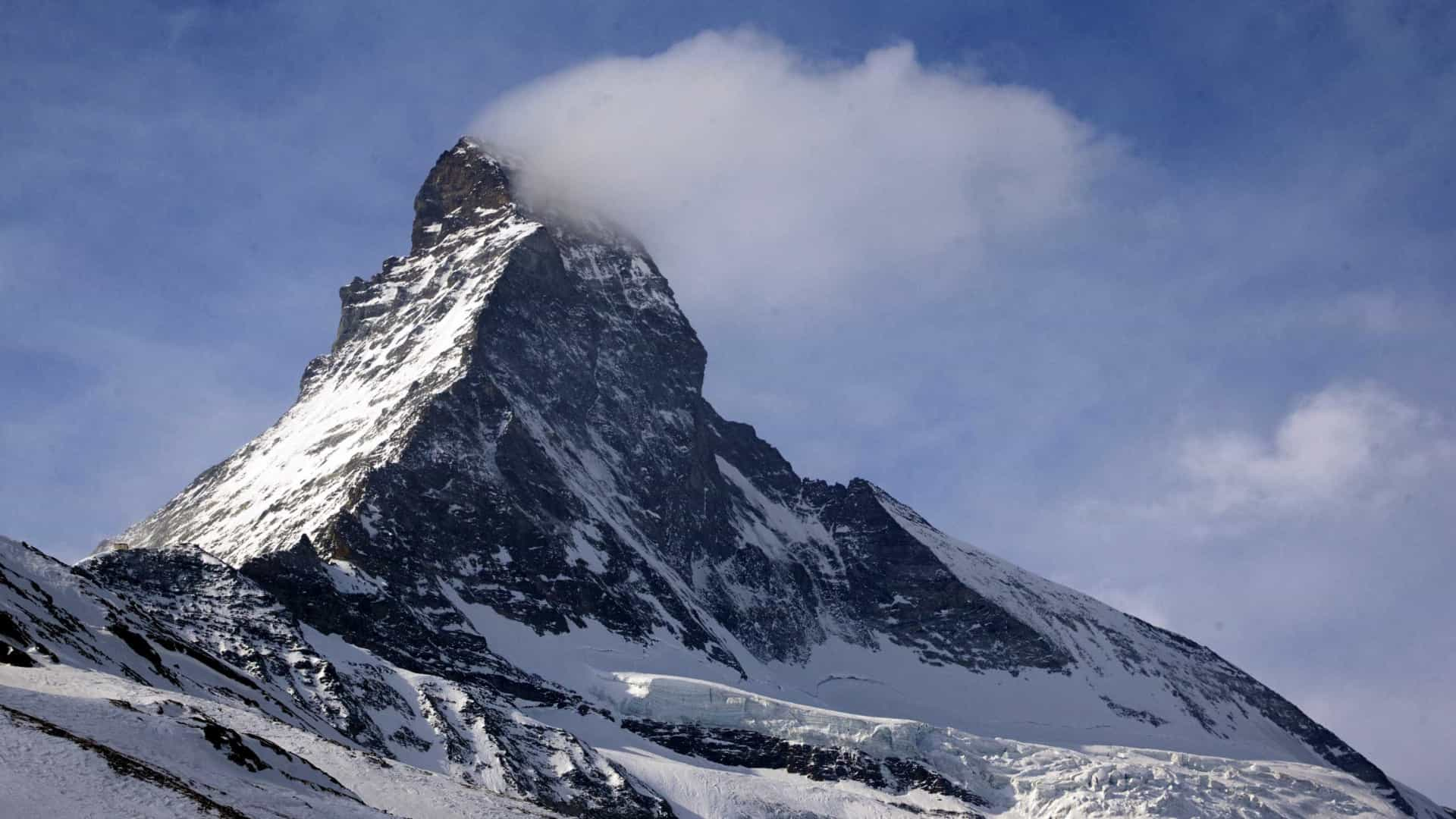Vídeo mostra avalanche soterrando vários esquiadores na Suíça
