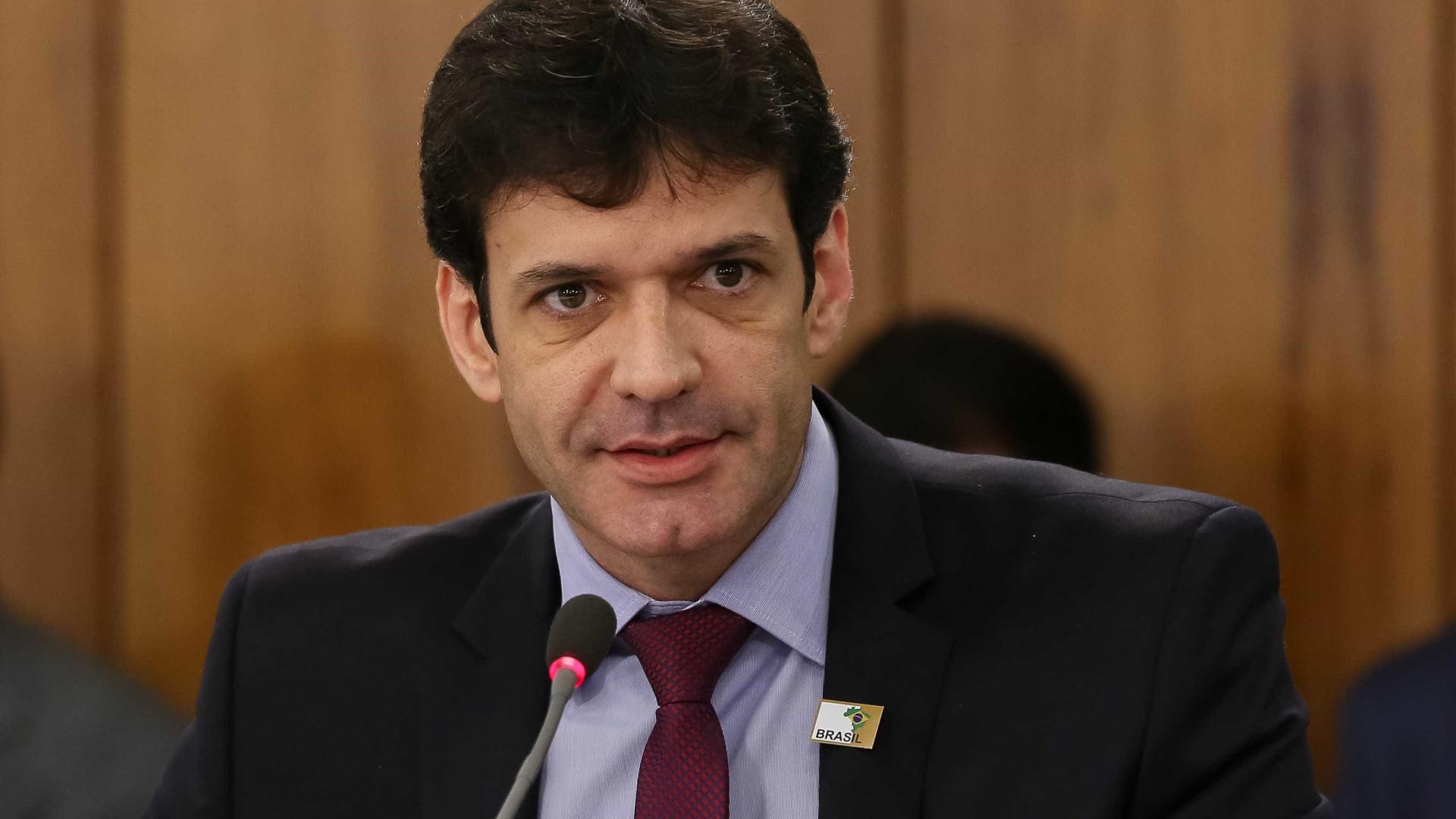 Ministro mantém assessor indiciado por falsidade ideológica