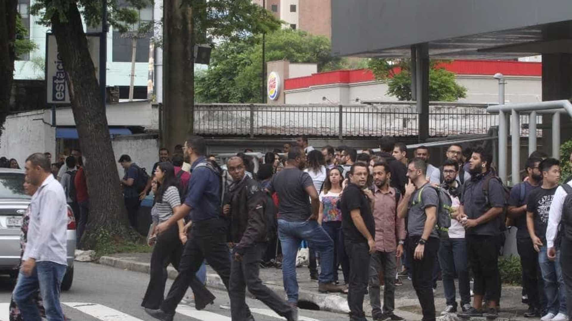 Prédio é evacuado em SP após 50 funcionários pularem ao mesmo tempo