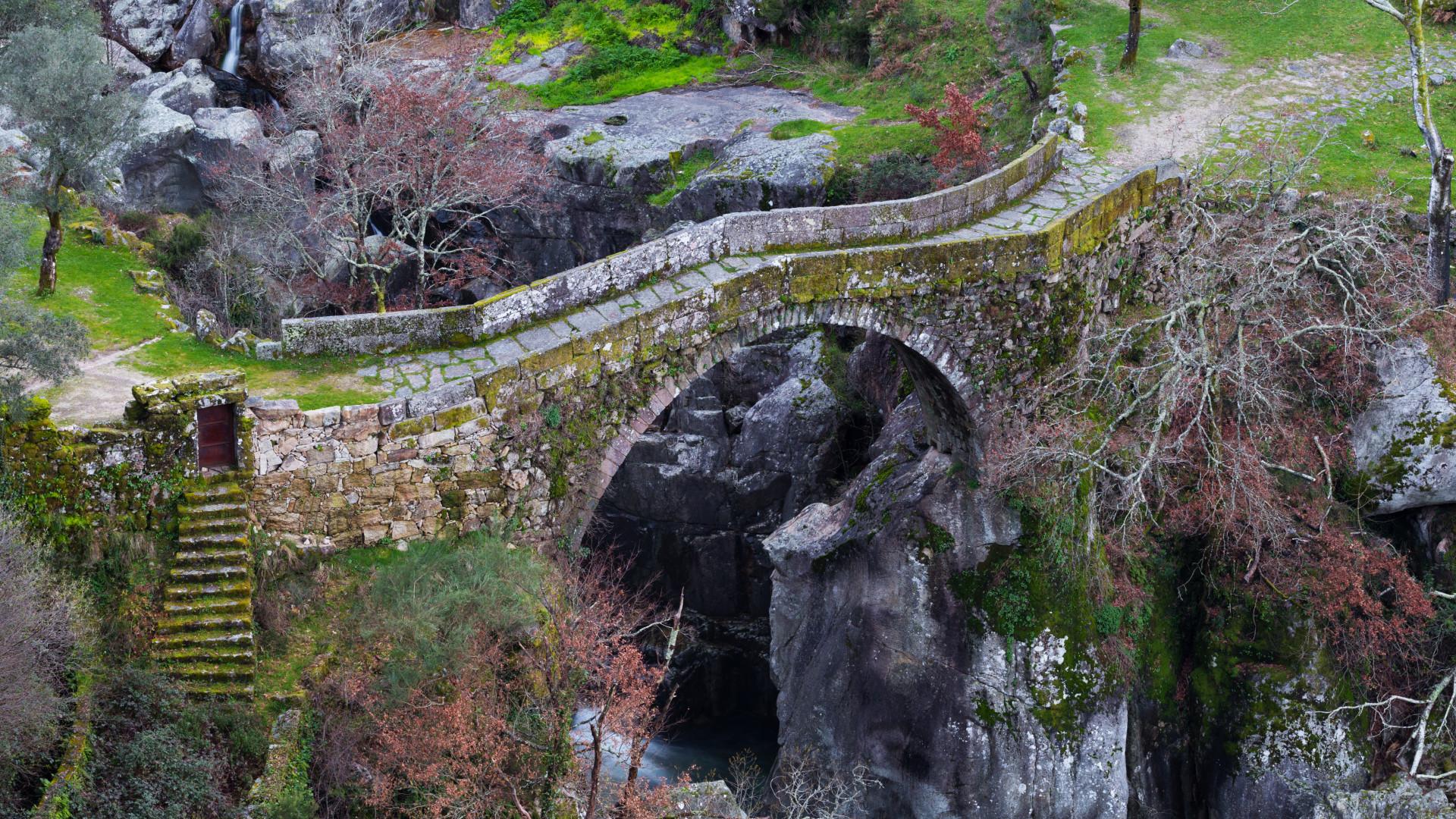 Você teria coragem de atravessar a 'Ponte do Diabo'?