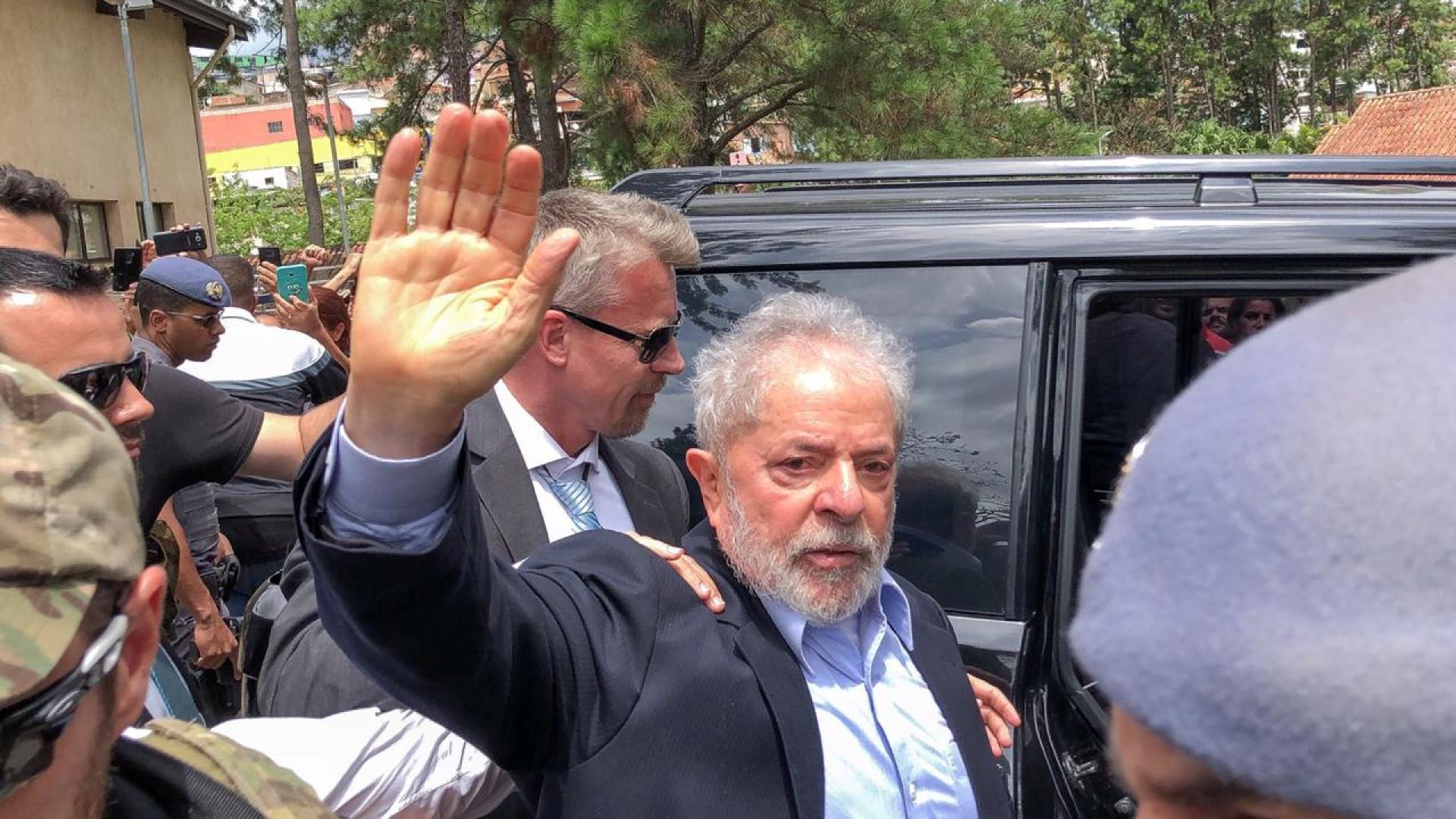 Lula sobre Temer: 'Lava Jato não precisa de pirotecnia para sobreviver'