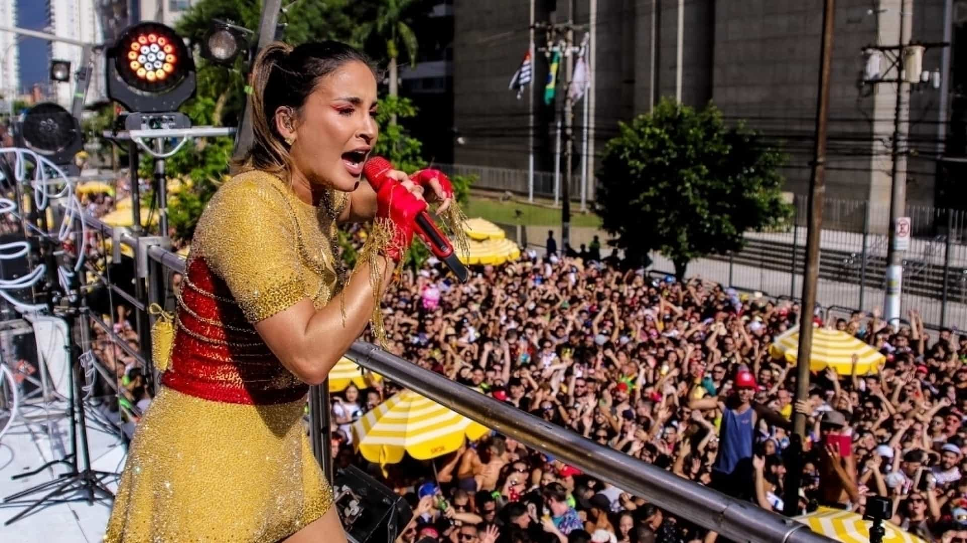 Claudia Leitte leva multidão a Barra Funda, em SP