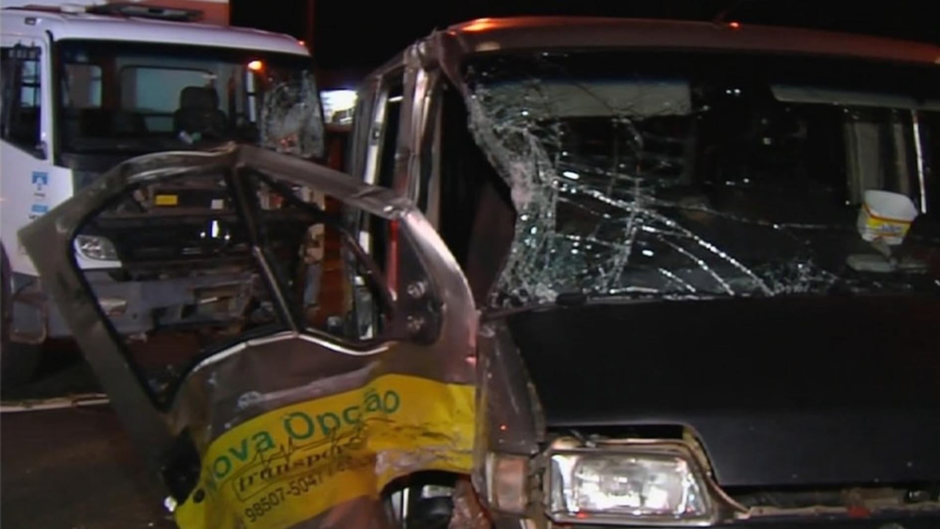 Acidente com van escolar deixa 7 alunos e motorista feridos em Goiânia