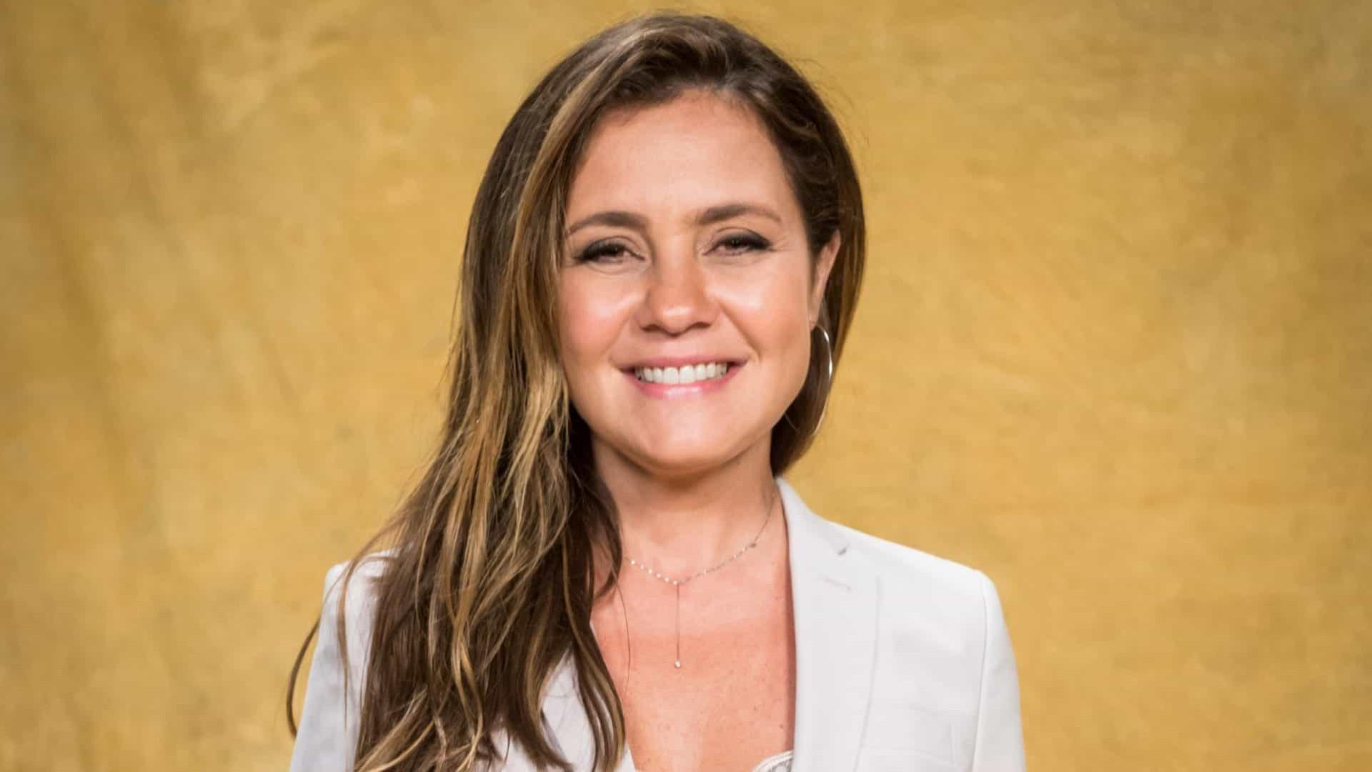 Adriana Esteves rebate internauta após pergunta machista