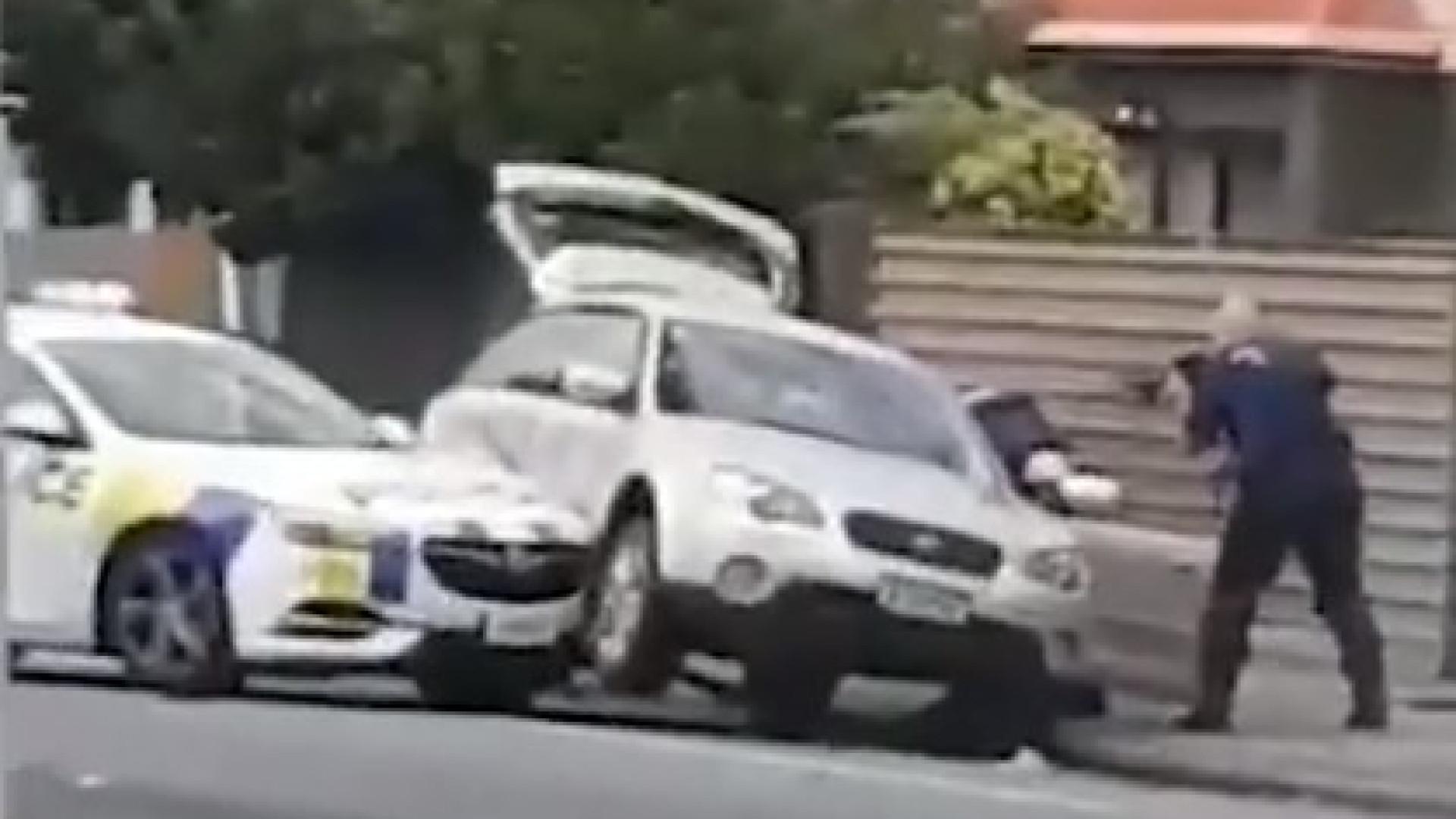 Vídeo mostra momento em que suspeito de ataque na Nova Zelândia é preso