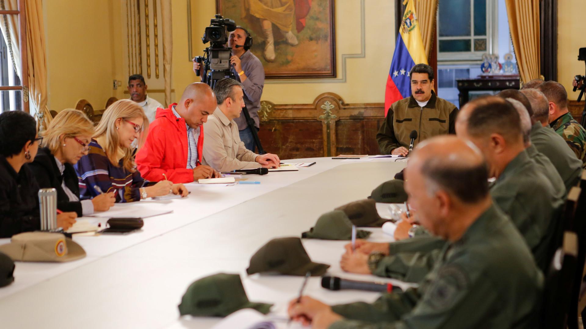 Governo da Venezuela conversa com parte democrática da oposição
